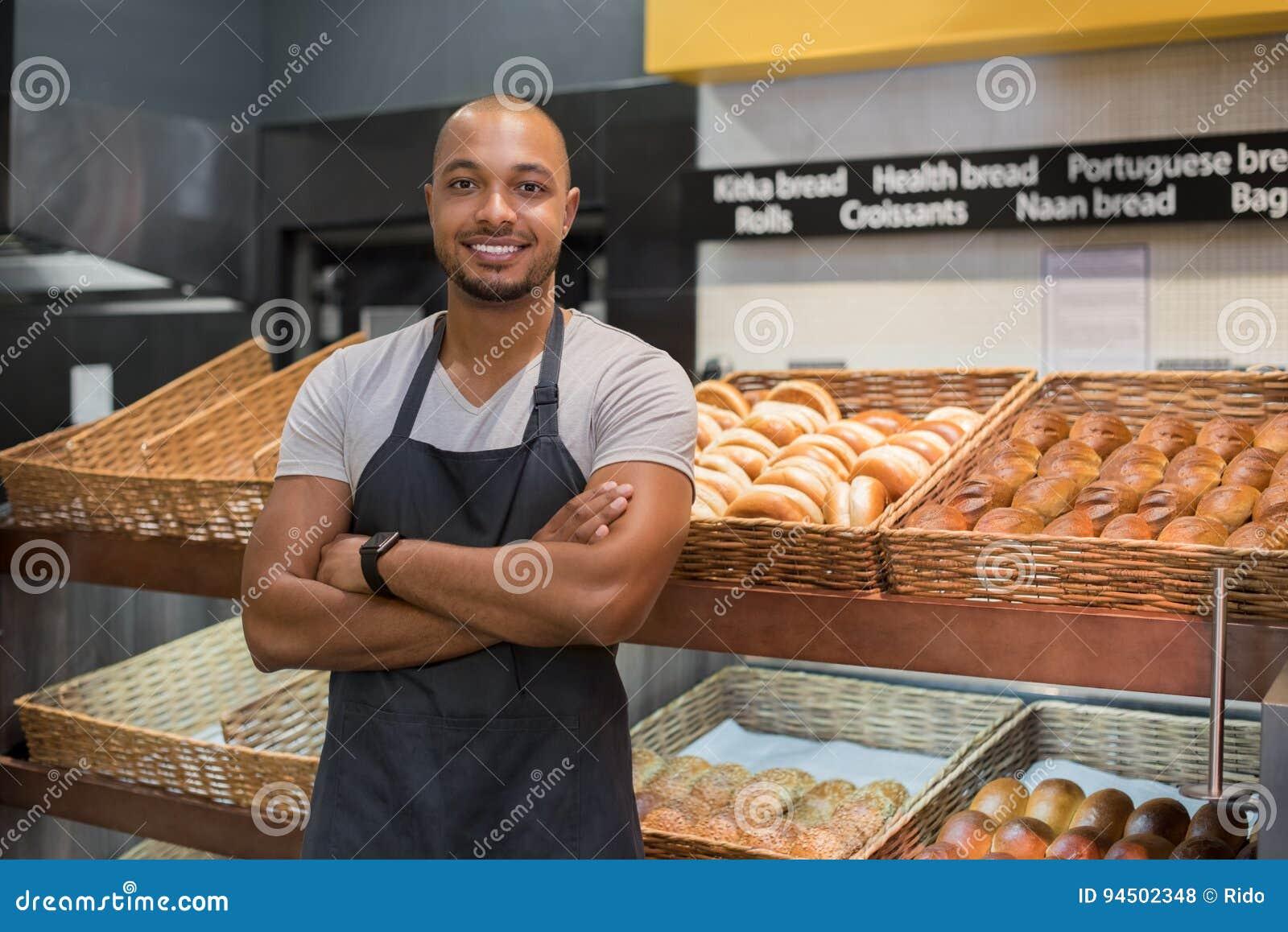 Lycklig afrikansk bagareman