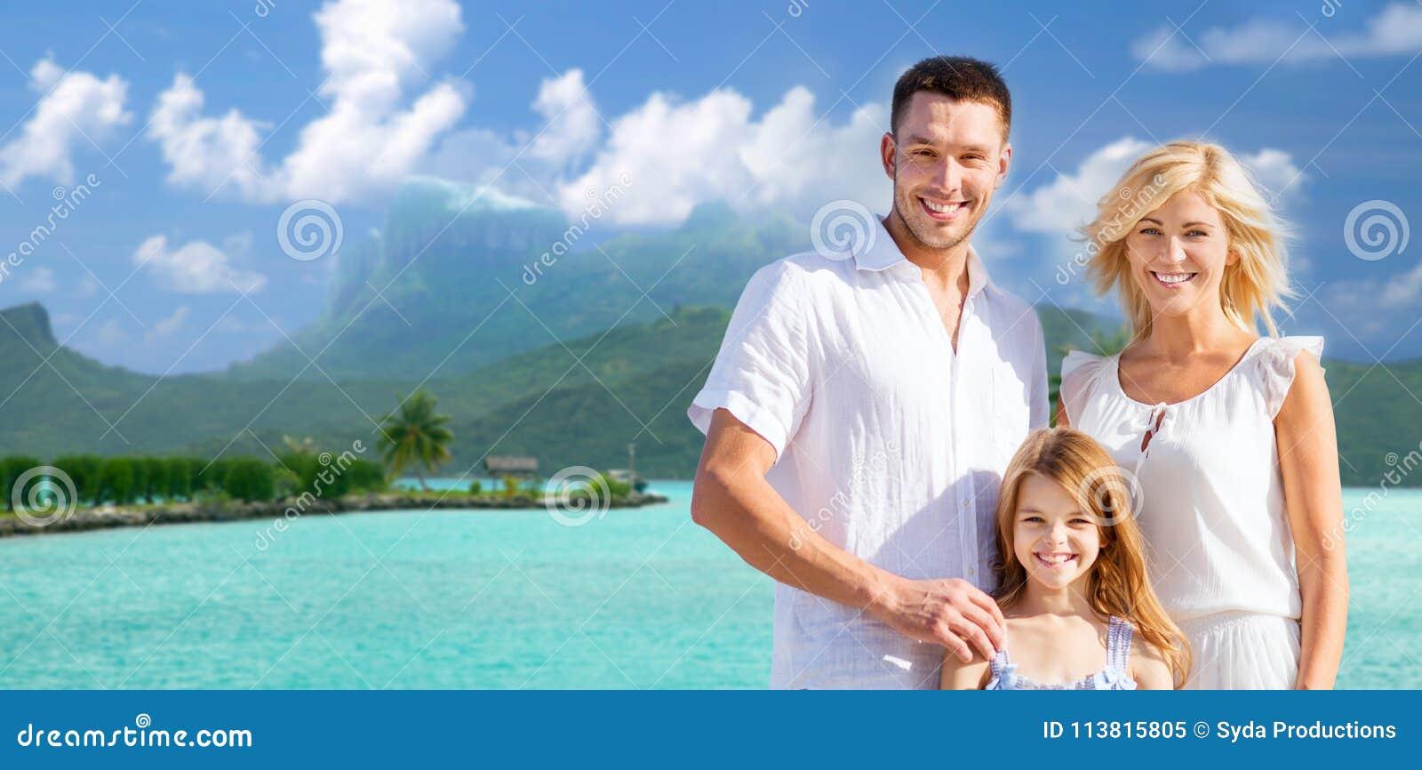 Lycklig familj över boraborabakgrund