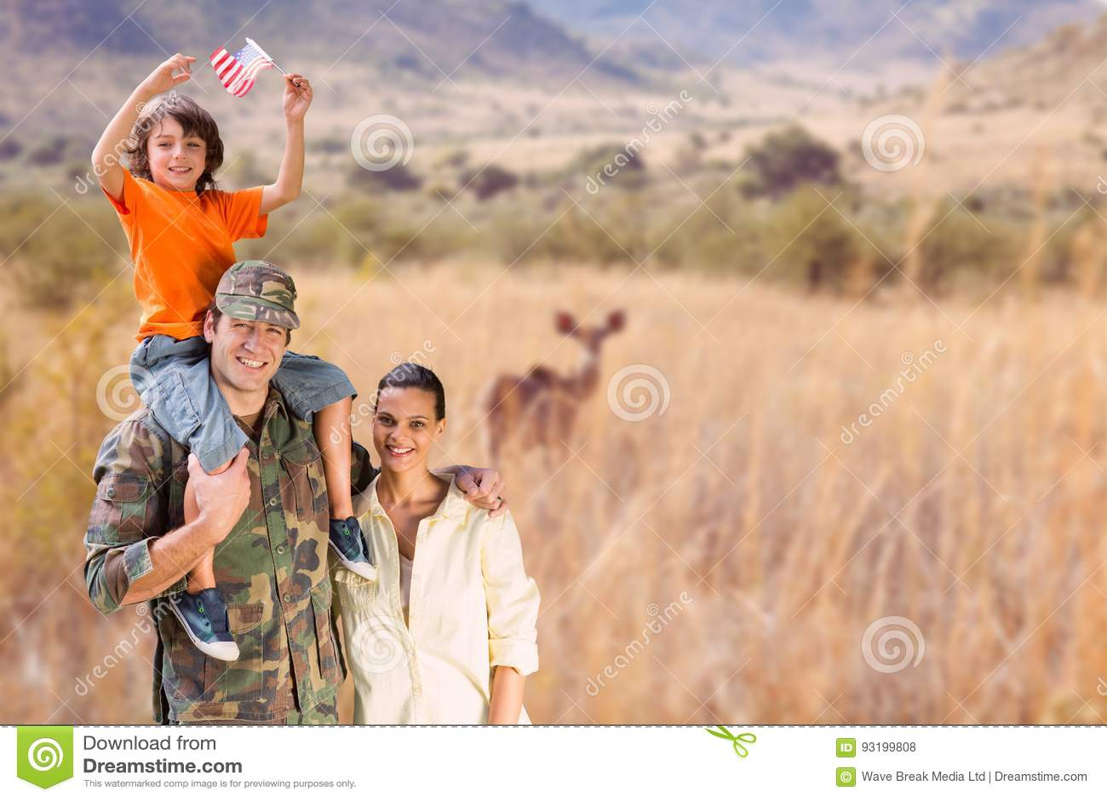 Lycklig familj i en safari
