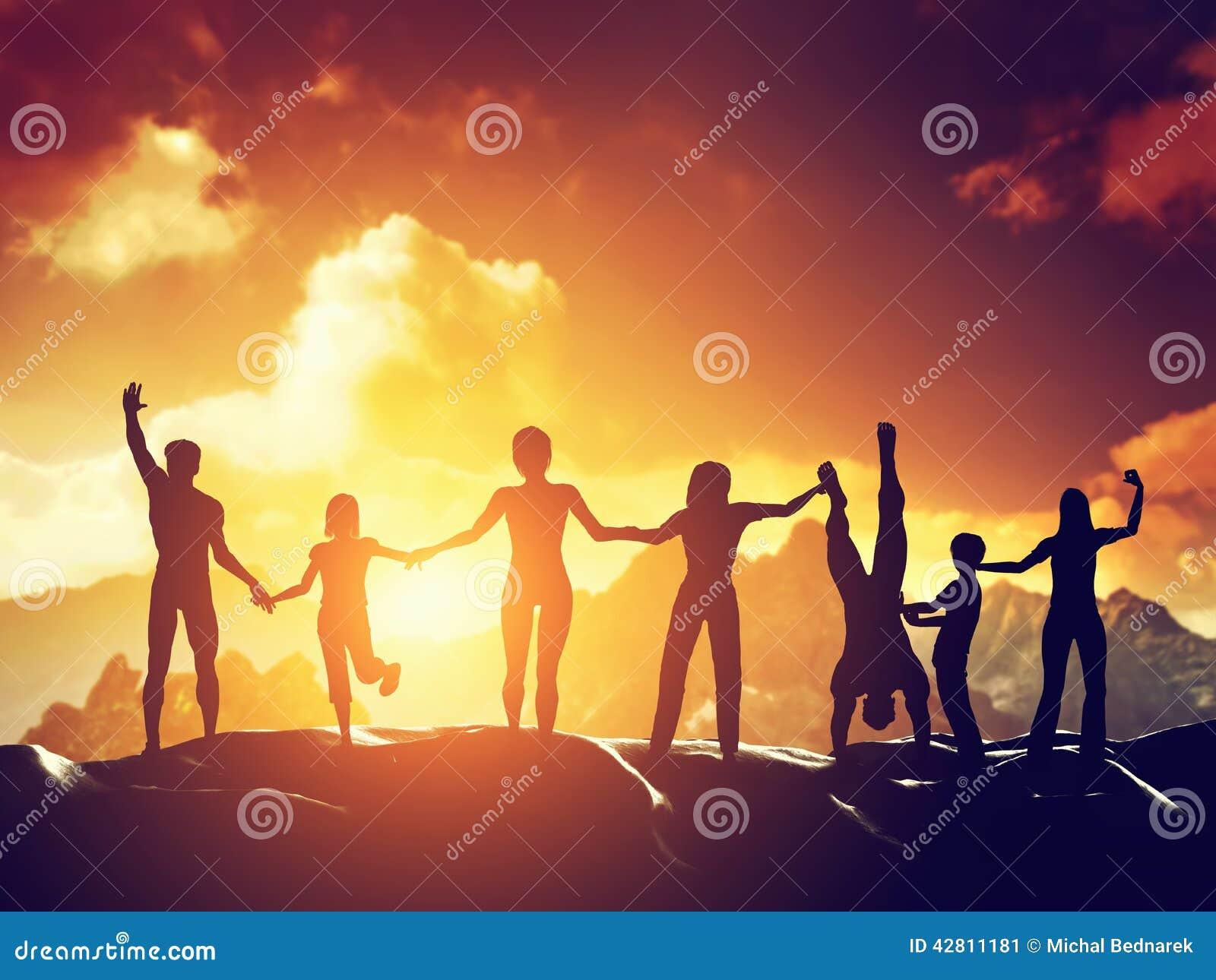 Lycklig grupp människor, vänner, familj som har gyckel tillsammans