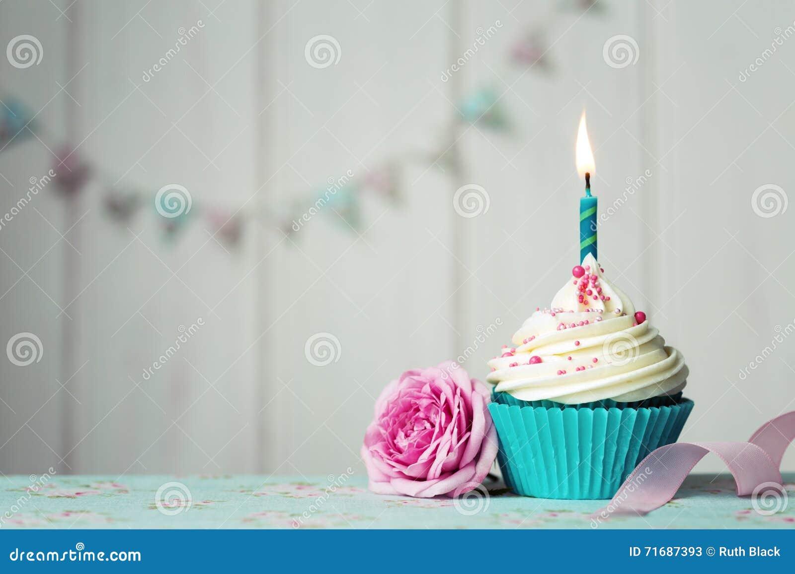 Lycklig hälsning för födelsedagkortmuffin