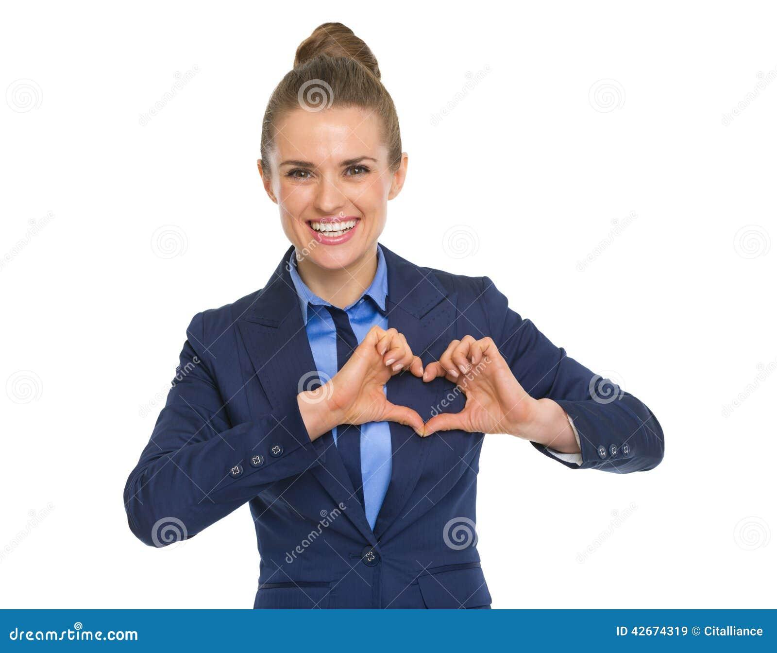 Lycklig hjärta för visning för affärskvinna med fingrar