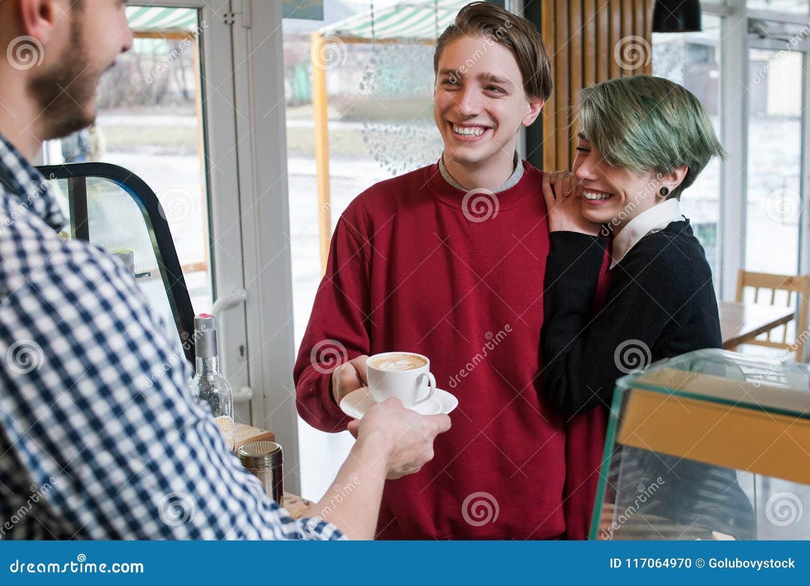 Lycklig livsstil för ungdom för beroende för klientstångkaffe