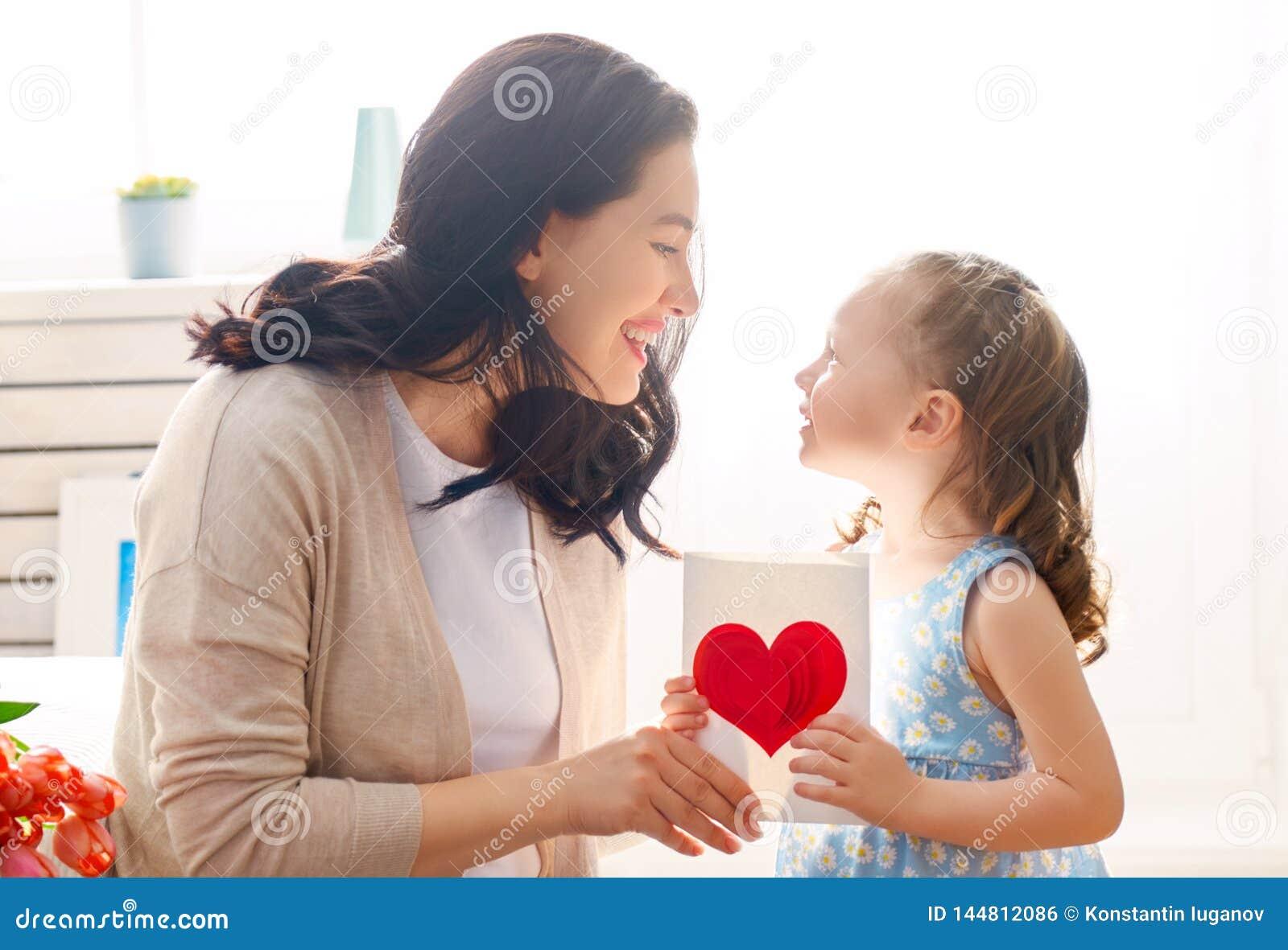 Lycklig moder s f?r dag