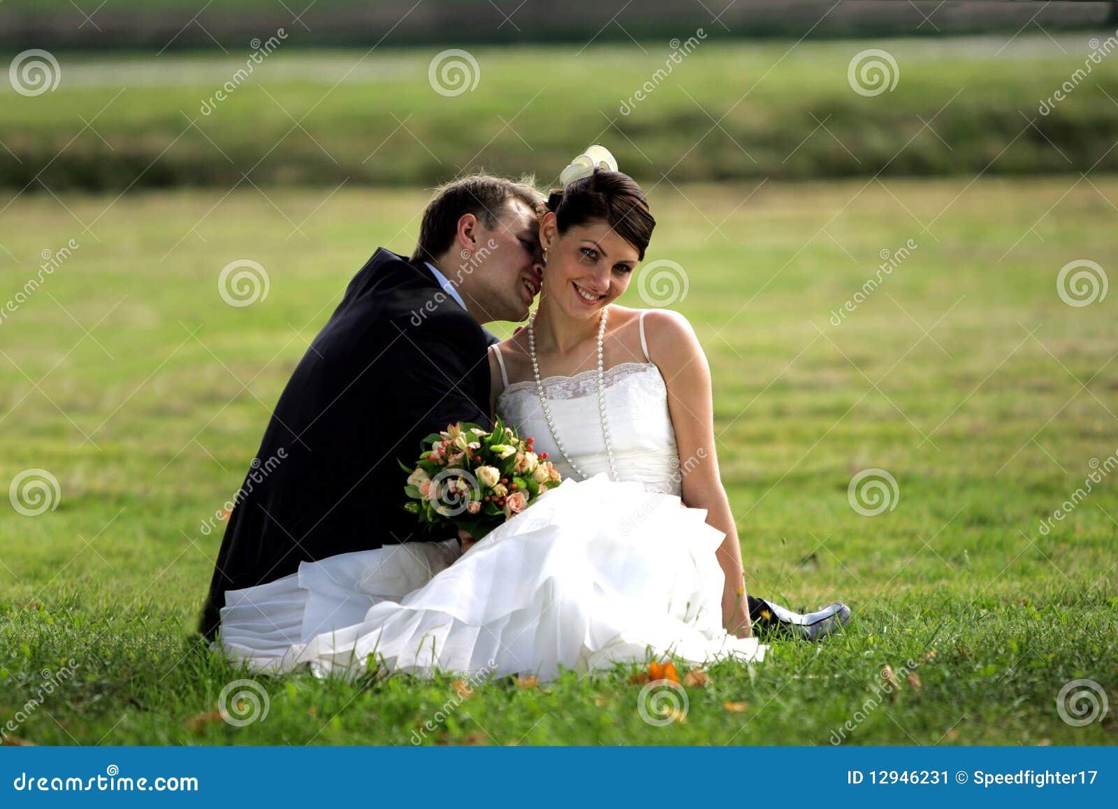 Lycklig nygift person för par