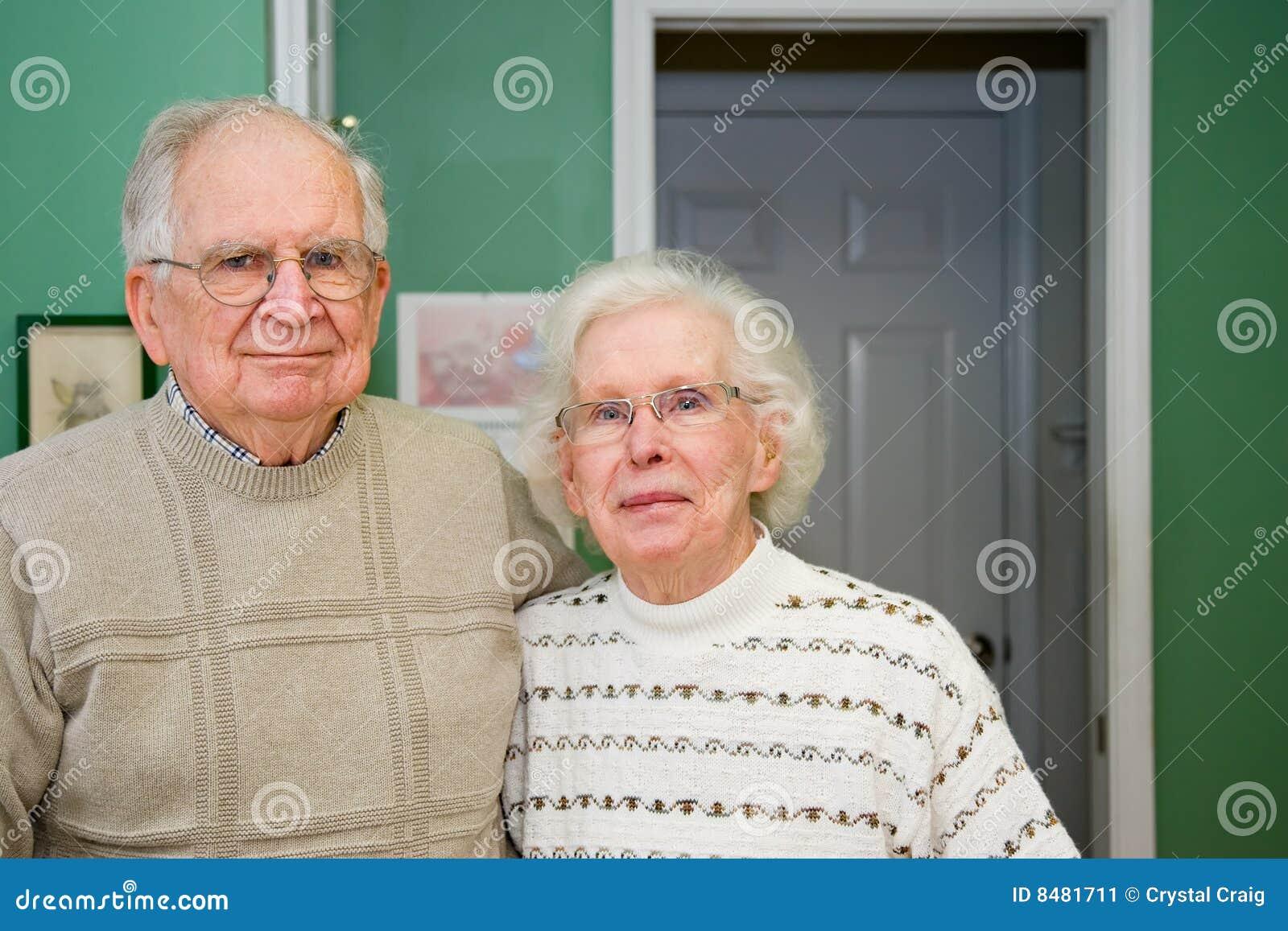 Lycklig pensionär för par