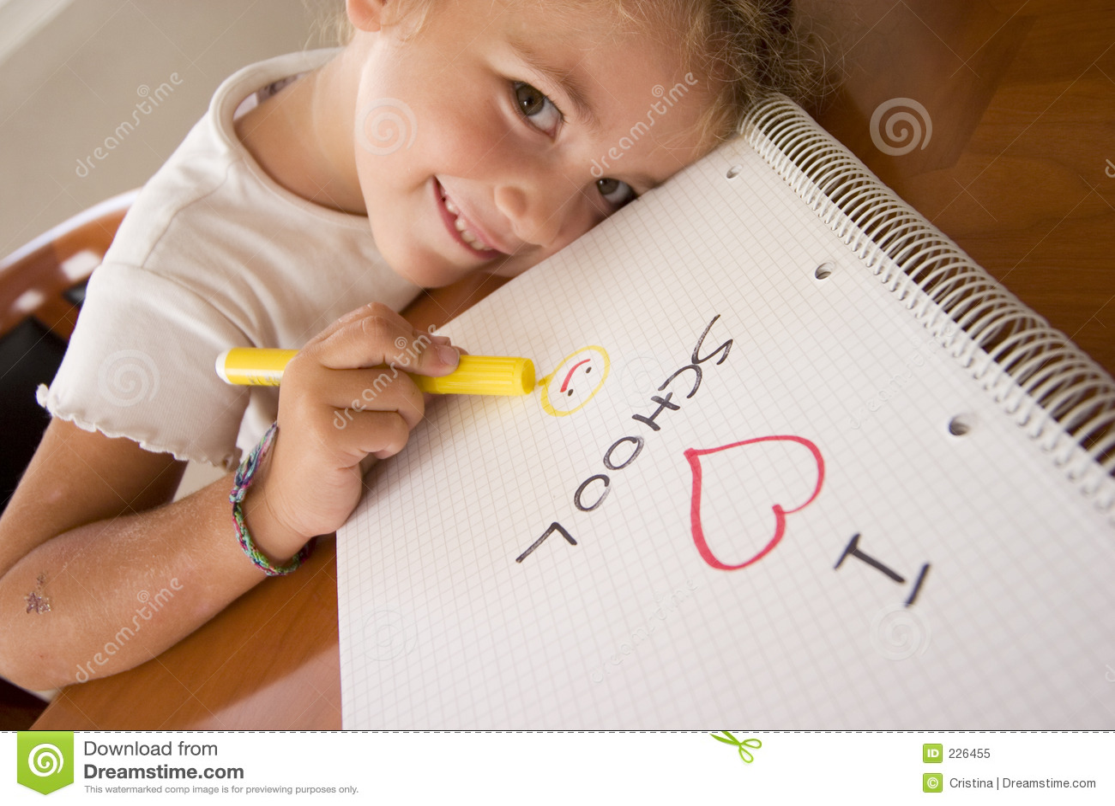 Lycklig schoolgirl