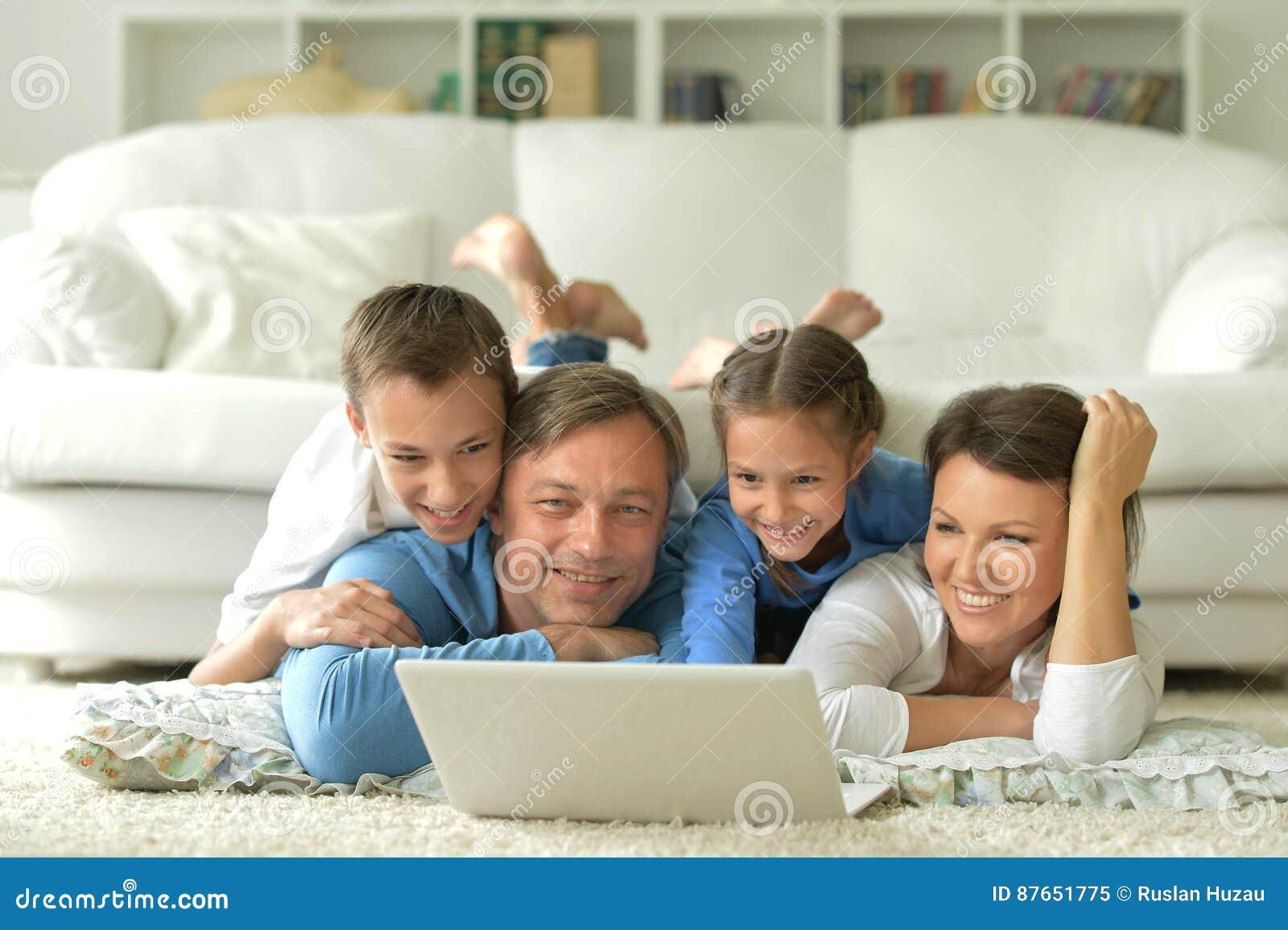 Lycklig stor familj