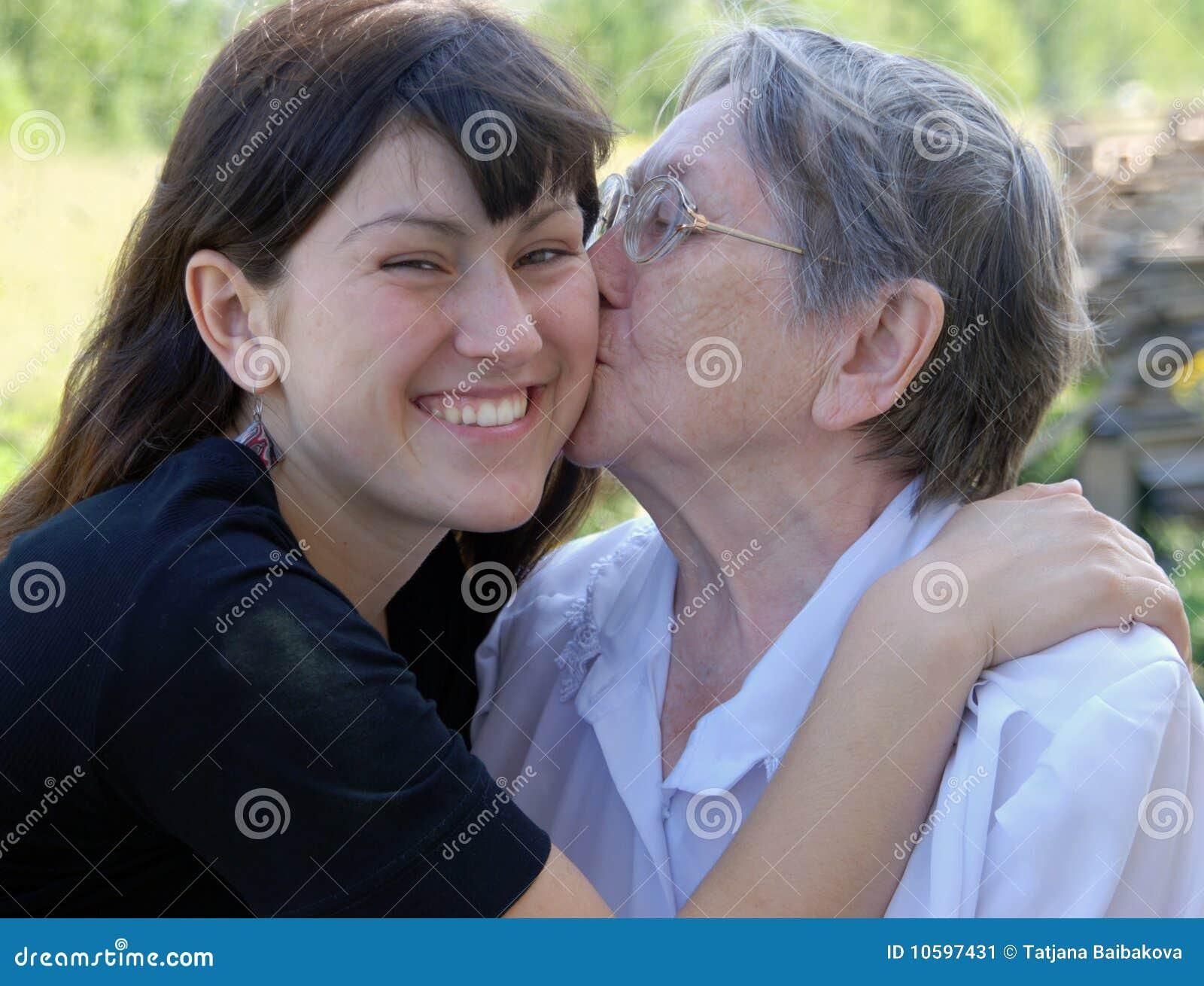Lycklig storslagen farmor för dotter