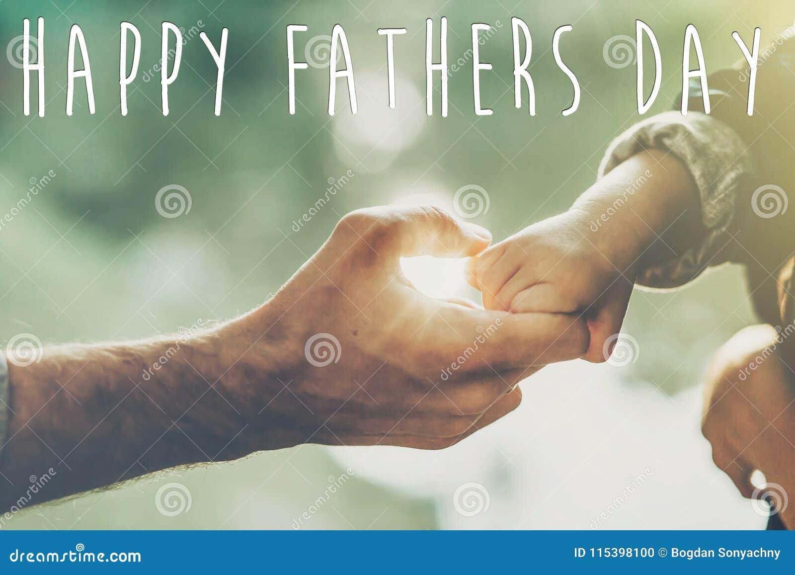Lycklig text för dag för fader` s, begrepp för hälsningkort fader och littl