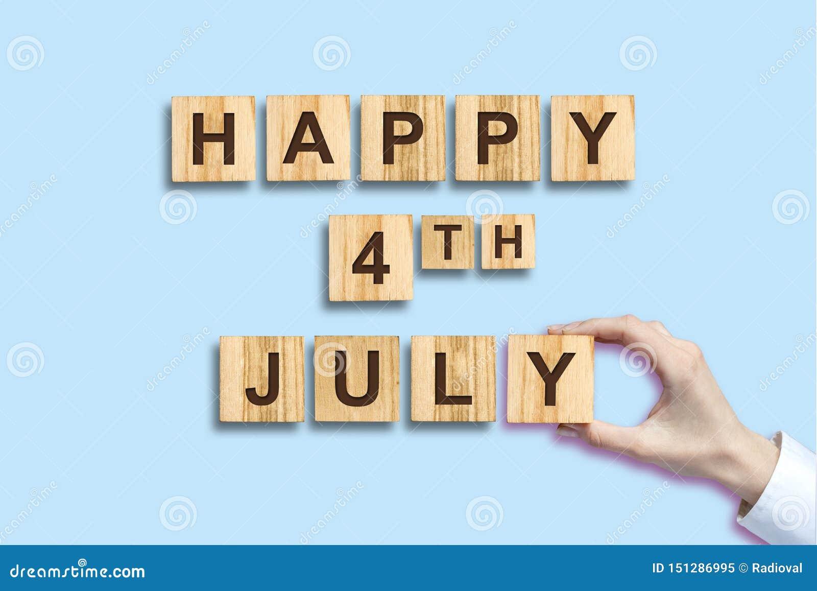 Lycklig 4th av Juli bakgrund Inskriften på träkvarteren isolerat SjälvständighetsdagenAmerikas förenta staterbakgrund