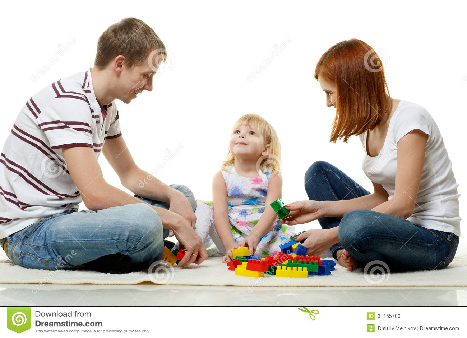 Lycklig ung familj med barnet.
