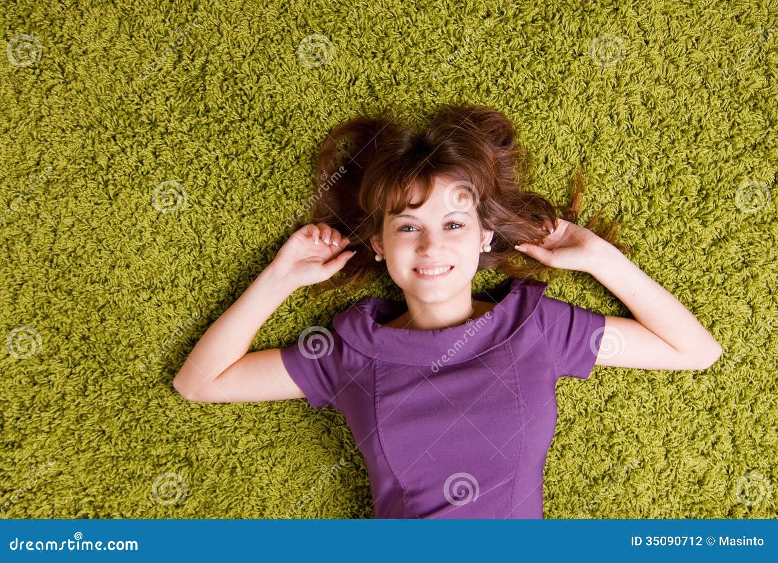 Lycklig ung kvinna