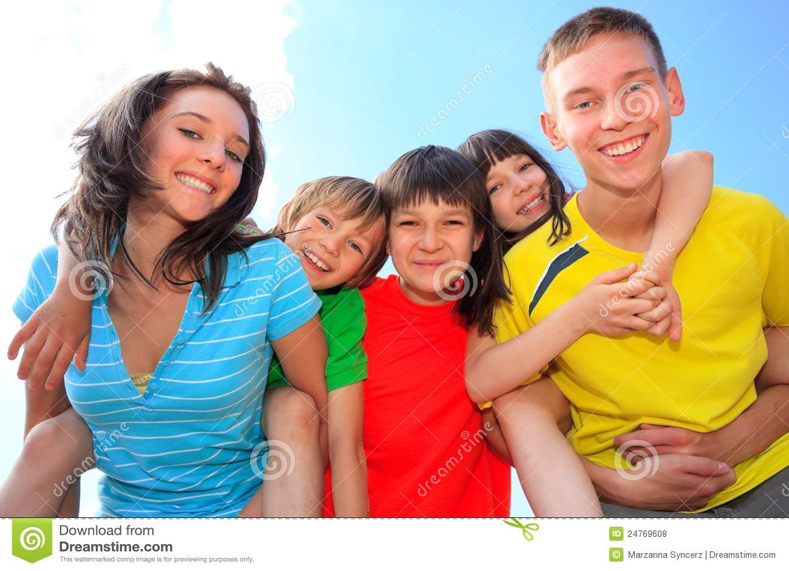 Lyckliga barn fem
