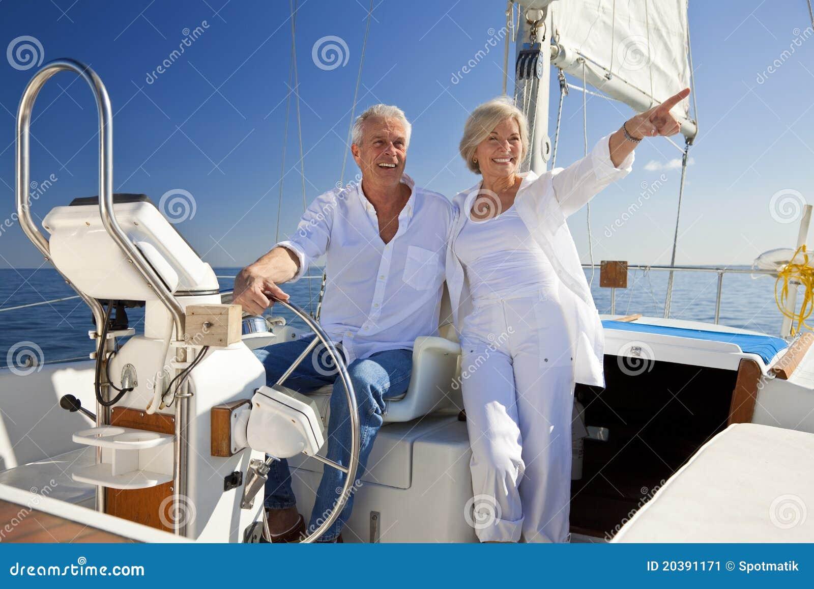 Lyckliga fartygpar seglar det höga hjulet