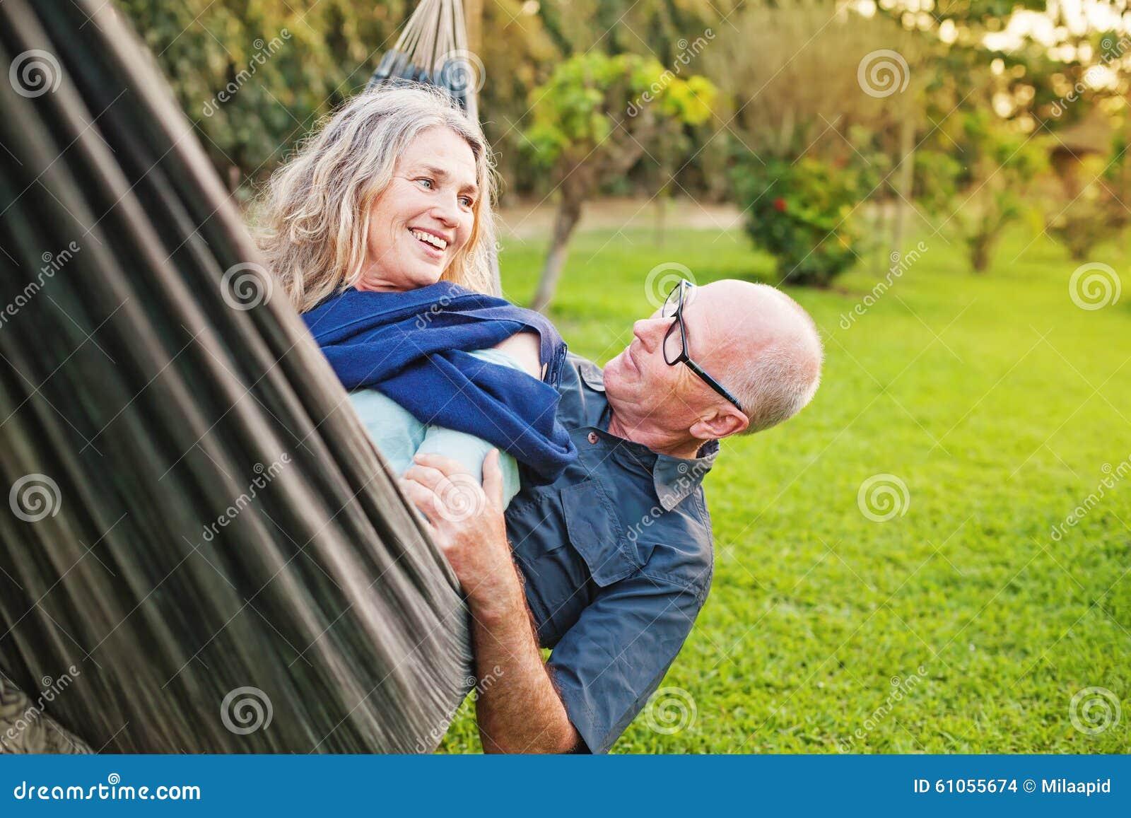 Lyckliga höga europeiska par
