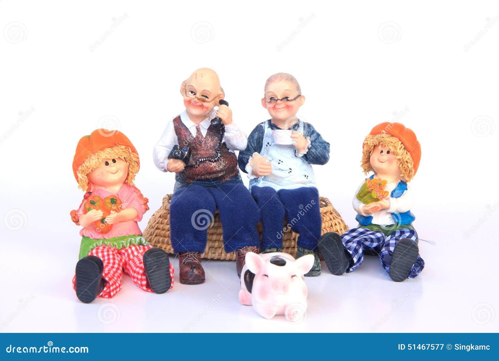Lyckliga morföräldrar och barnbarn - utomhus - lagerför bild