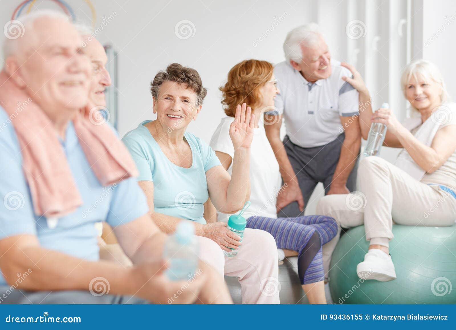 Lyckligt äldre folk