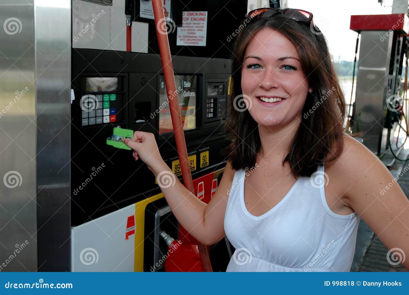 Lyckligt betala för gas