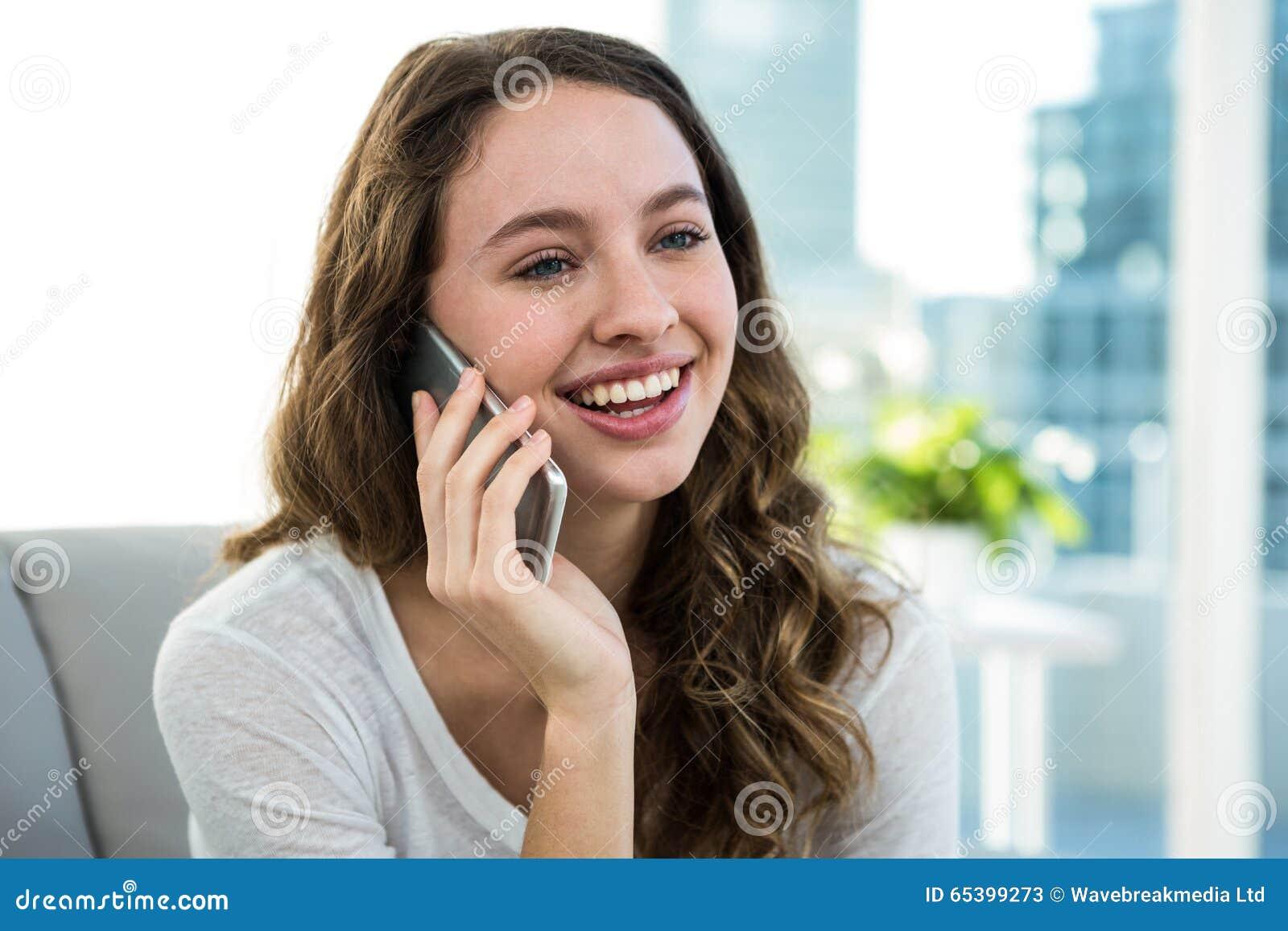 Lyckligt kvinna kalla
