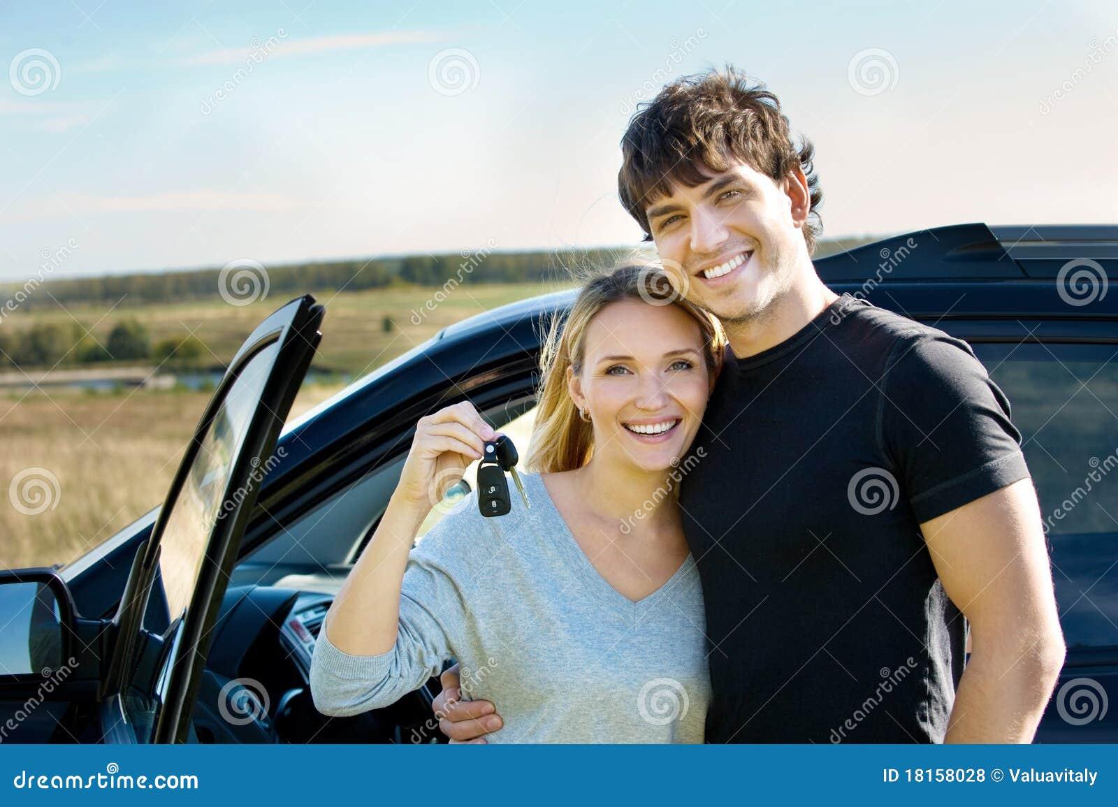 Lyckligt near nytt för bilpar