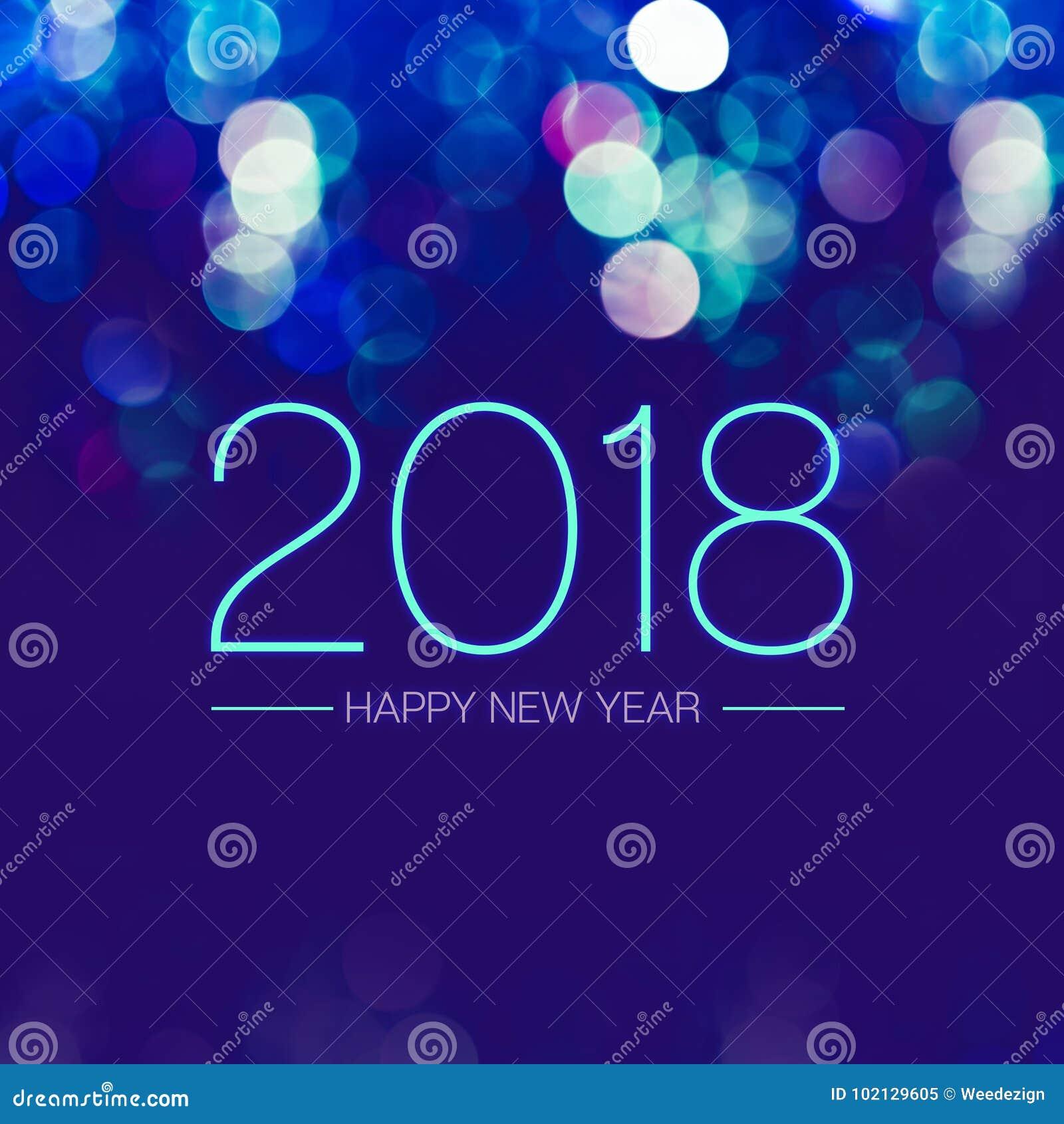 Lyckligt nytt år 2018 med blå bokehljusbrusande på mörker - blått