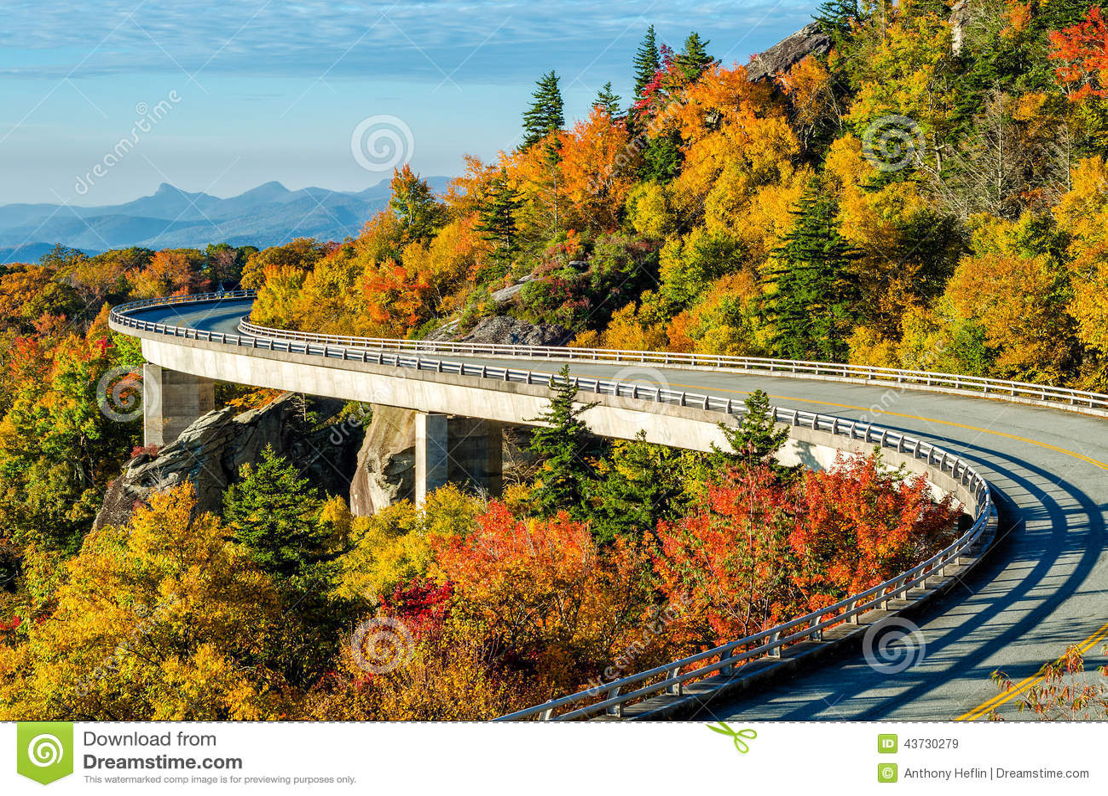 Lynn Cove Viaduct, Ridge Parkway azul