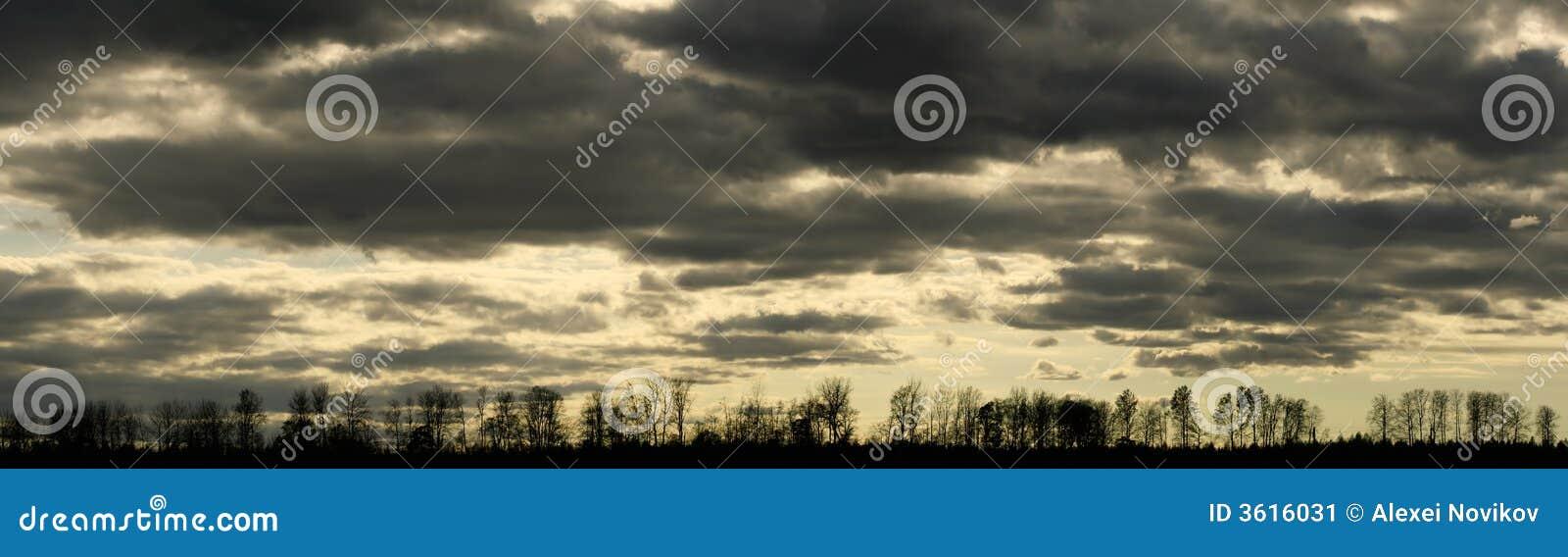 Lynnig panorama för cloudscape