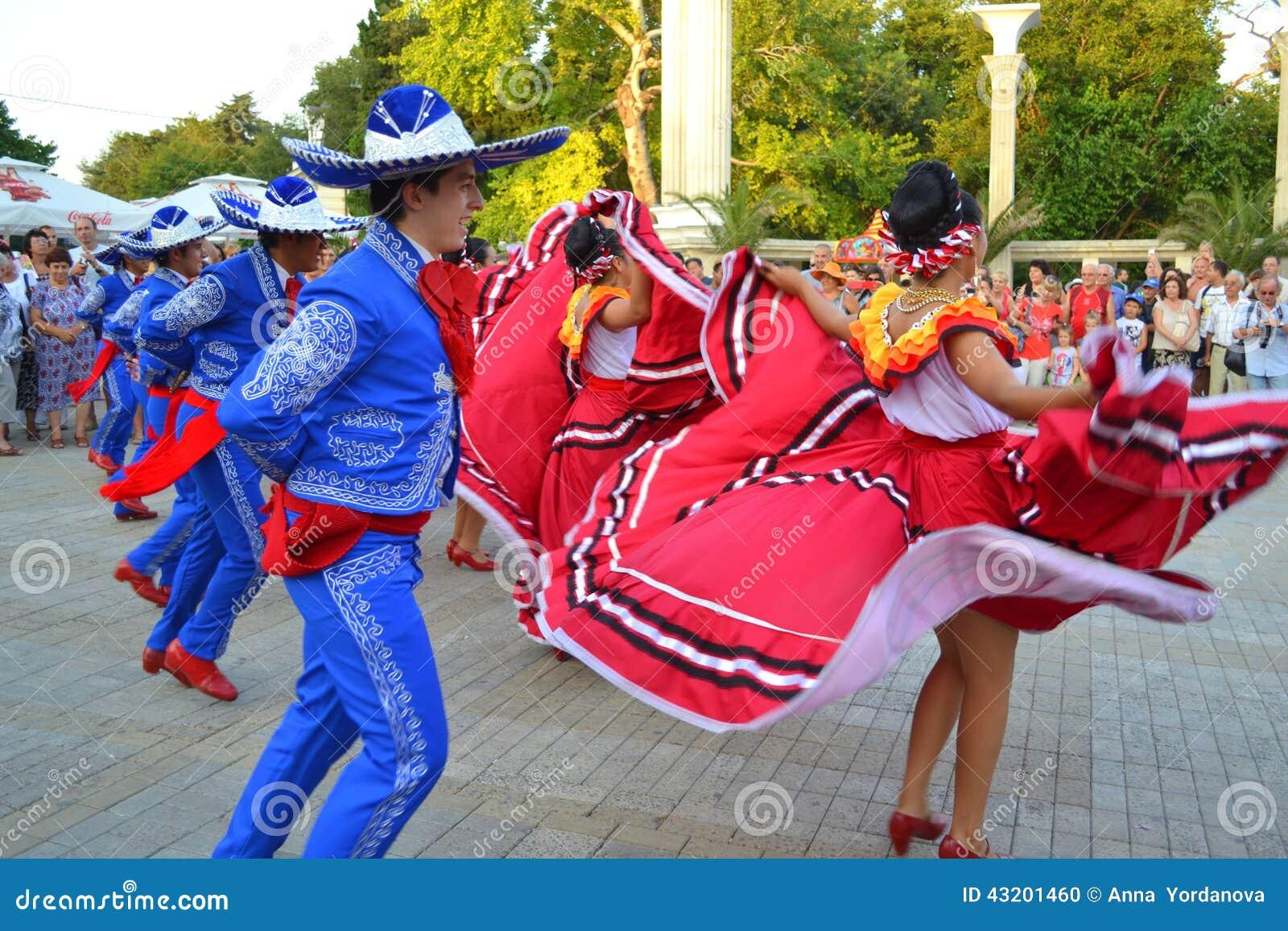 Download Lynniga mexicanska dansare redaktionell foto. Bild av dans - 43201460