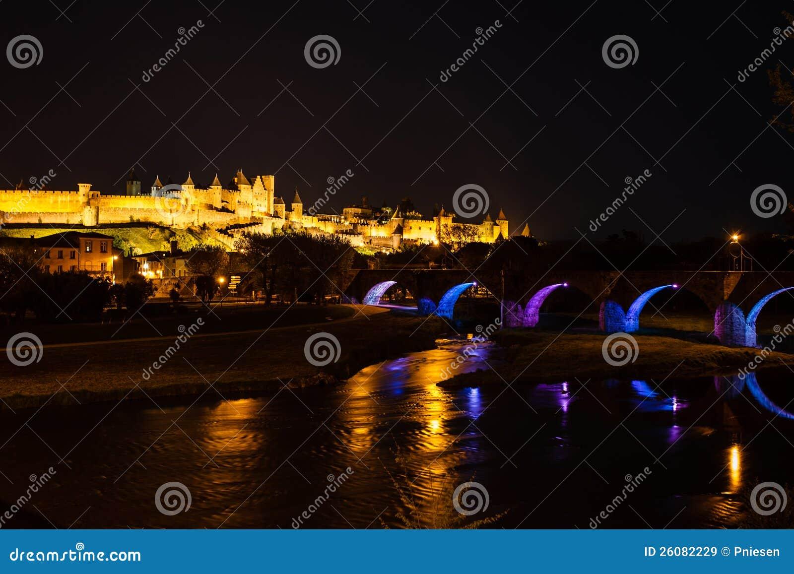Lysande brobågar och medeltida ramparts