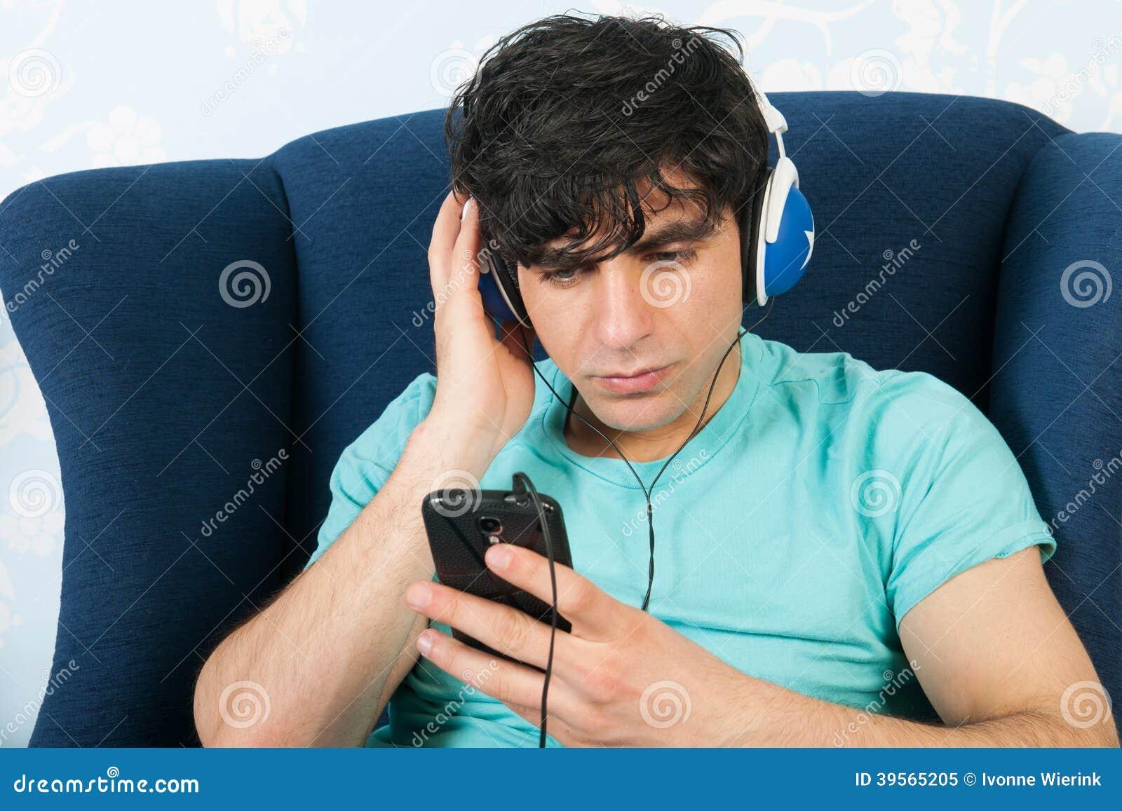 Lyssna till musik med den smarta telefonen