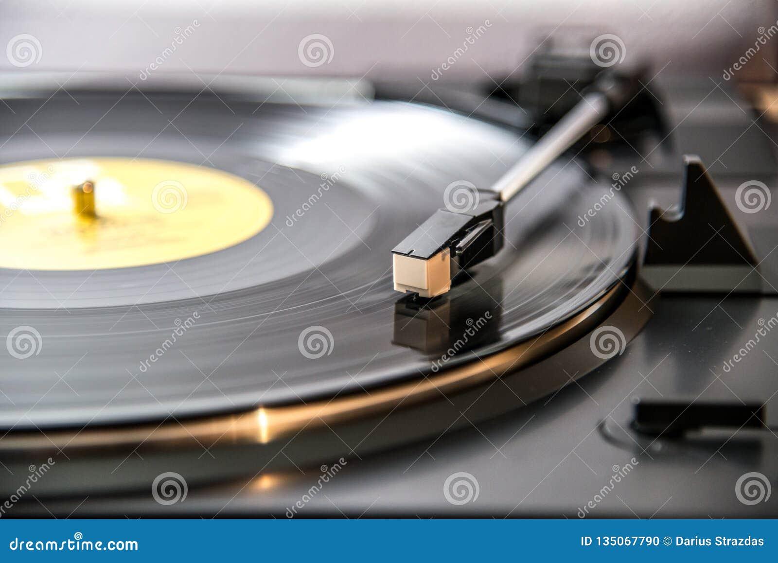 Lyssna till vinyl, retro musik