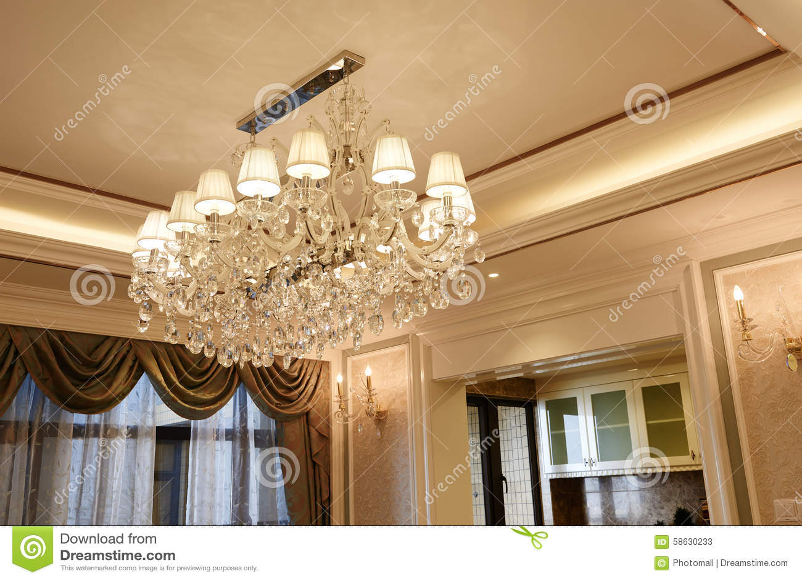 Lyxig Crystal Belysning I Vardagsrum Arkivfoto - Bild: 58630233