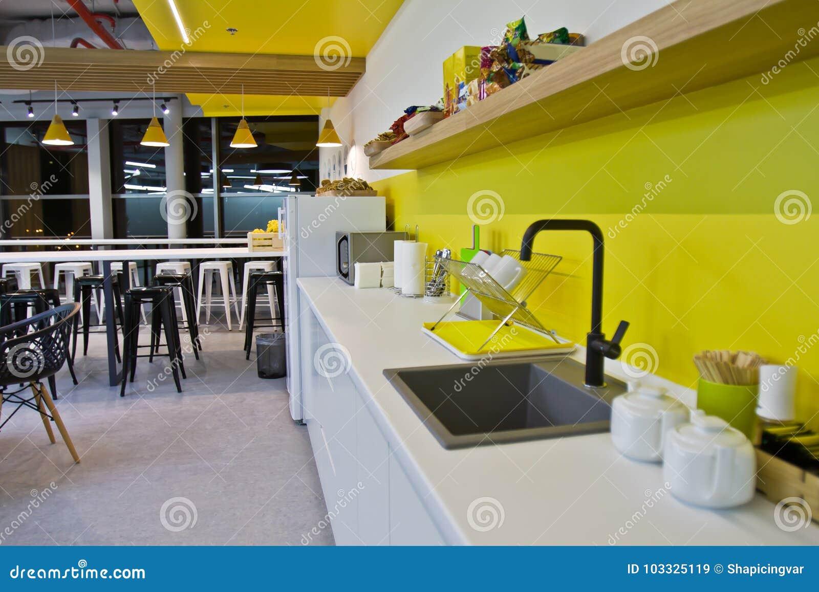 Lyxig matsal, litet kontor och modernt vitt kök tolkning 3D av ett kontorsutrymme