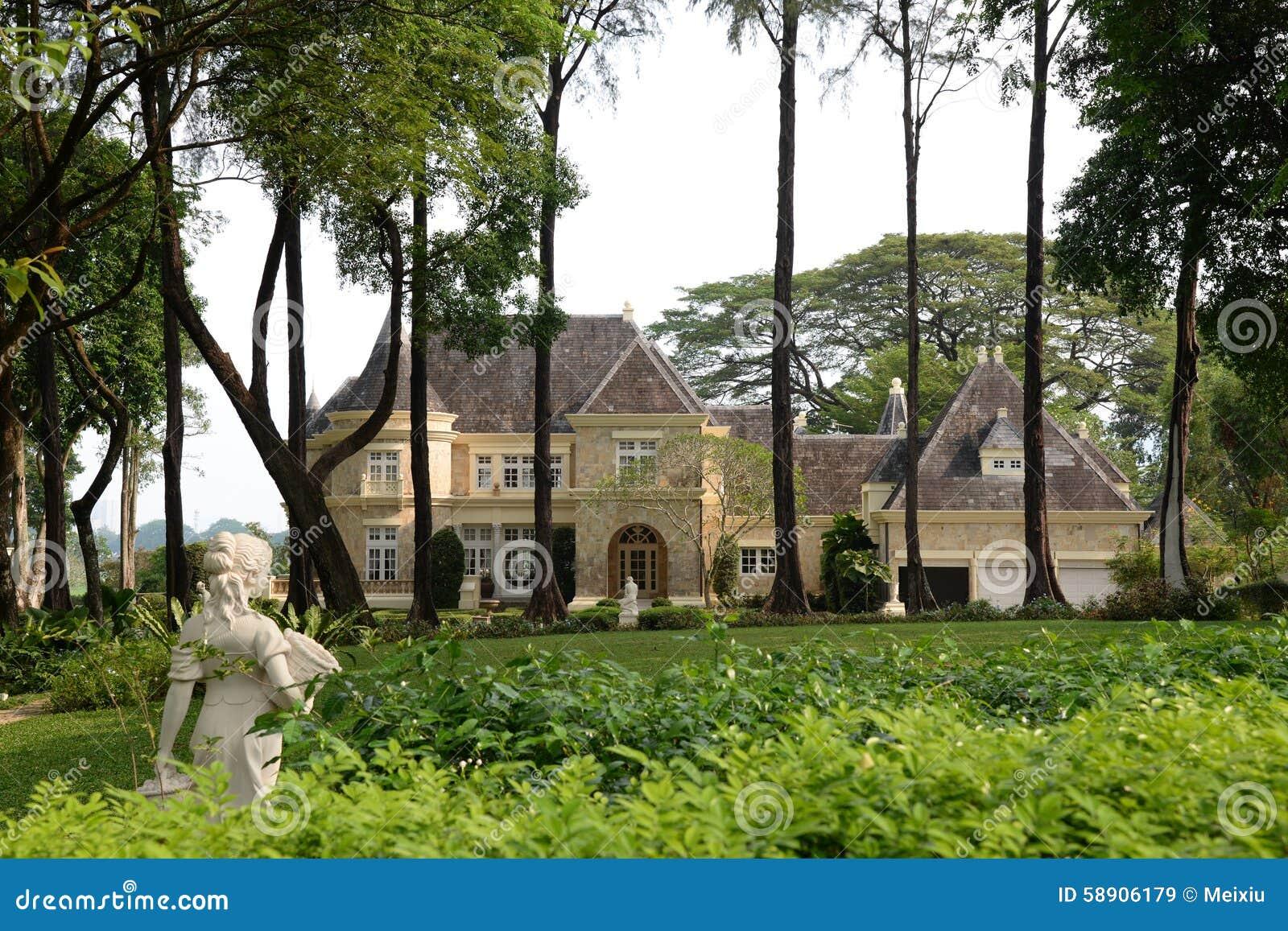 Lyxigt hus och trädgård
