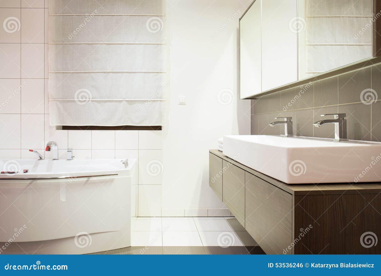 Lyxigt stilfullt badrum arkivfoto   bild: 53536246