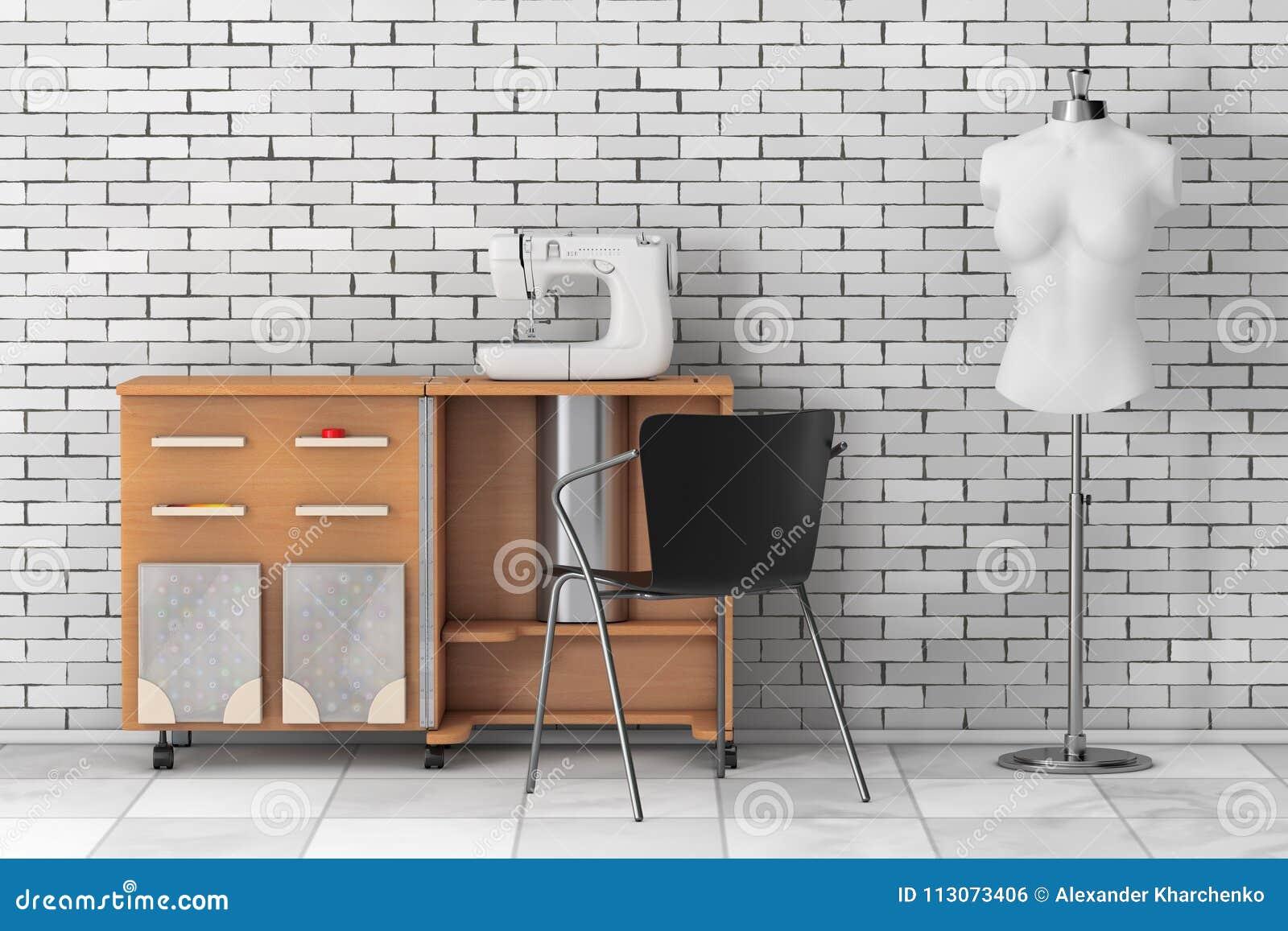 Máquina de costura no alfaiate Workshop Wooden Table perto de Vintag branco