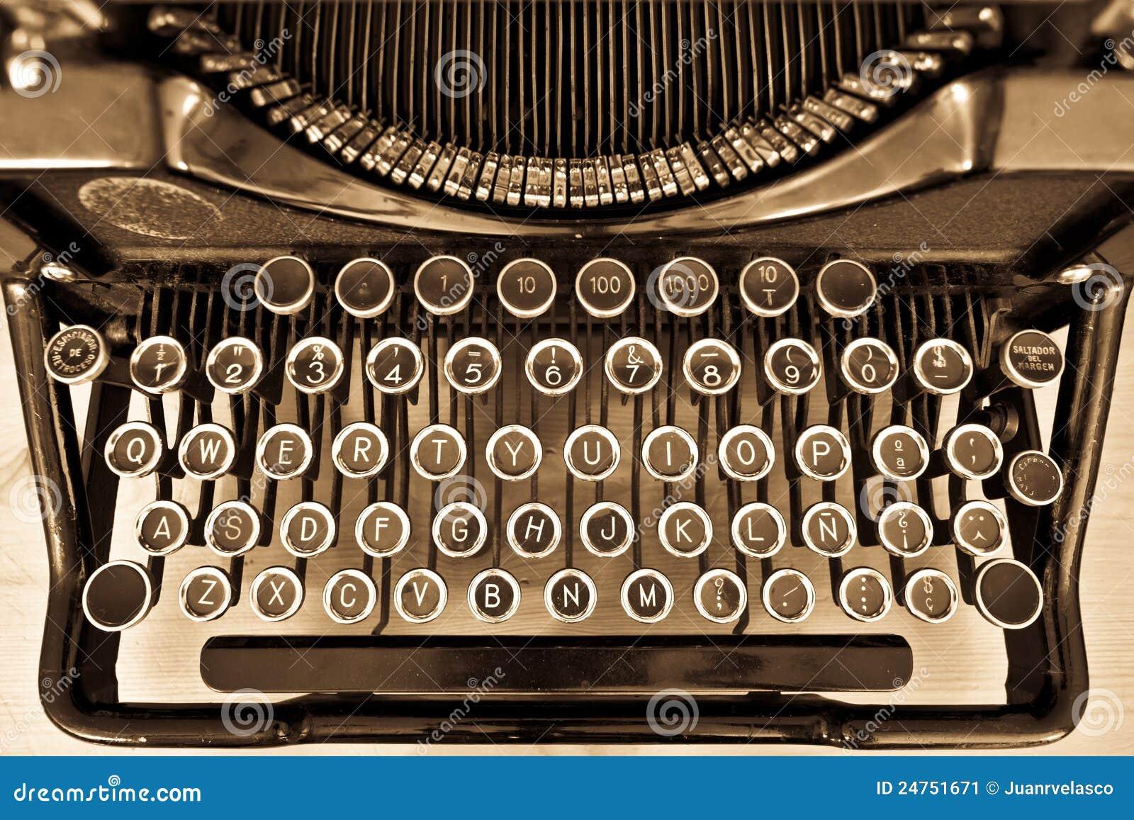 Máquina de escrever antiga no sepia