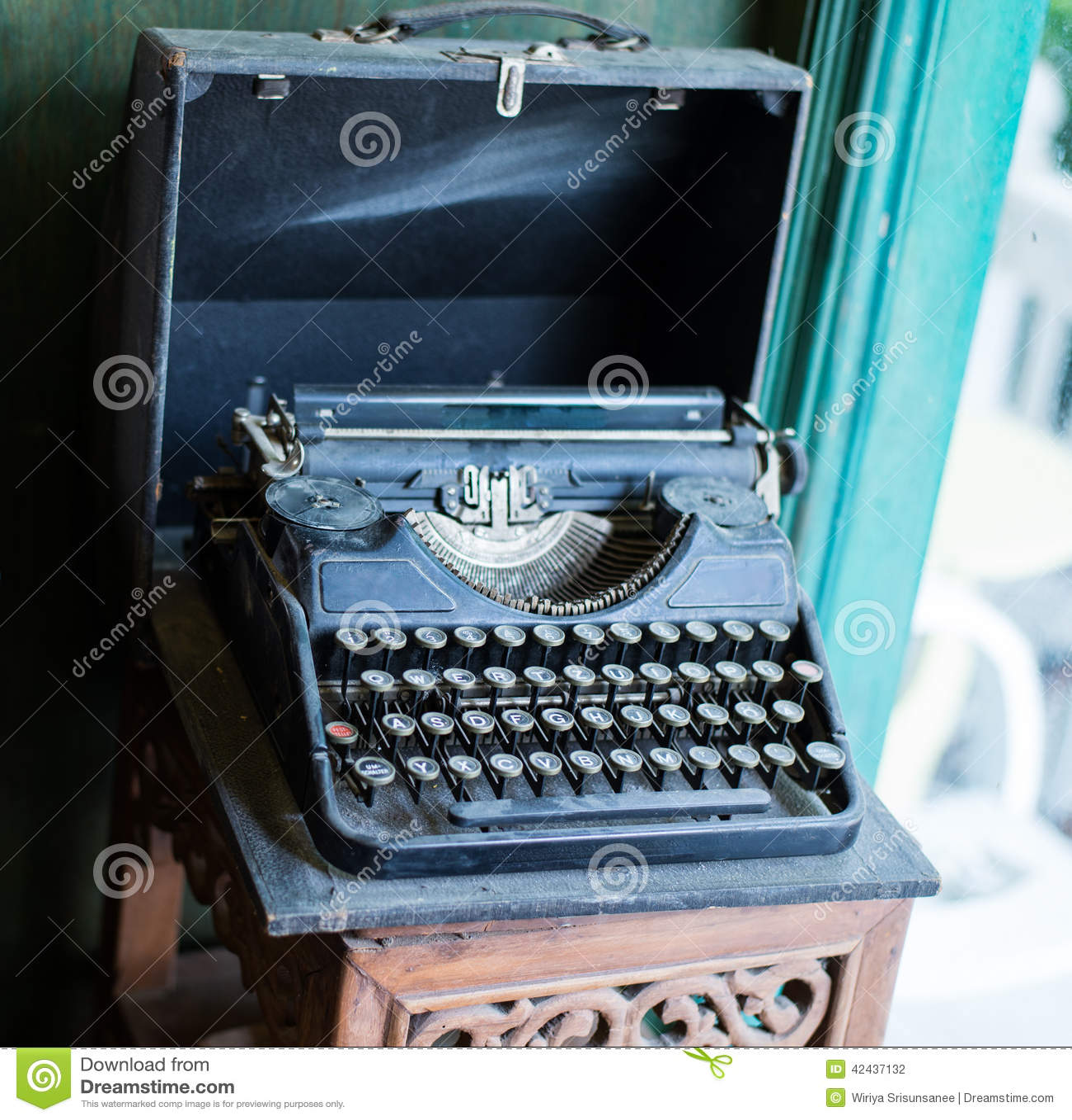 Máquina de escribir vieja del vintage