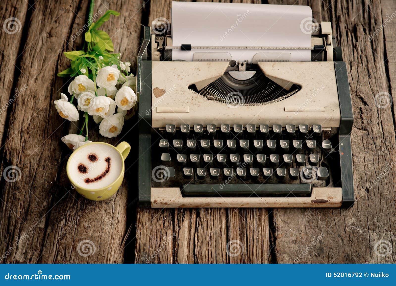 M quina de escribir y tel fono cuaderno del vintage en el - Escritorio para escribir ...