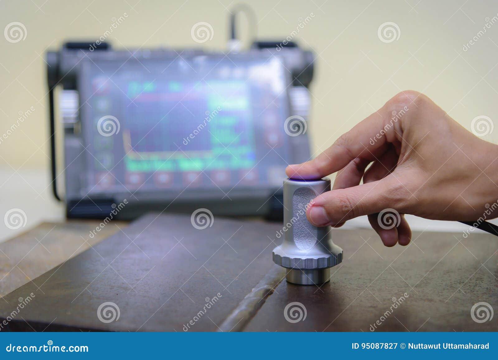 Máquina de testes ultrassônicos do uso do inspetor para o defeito da inspeção mim