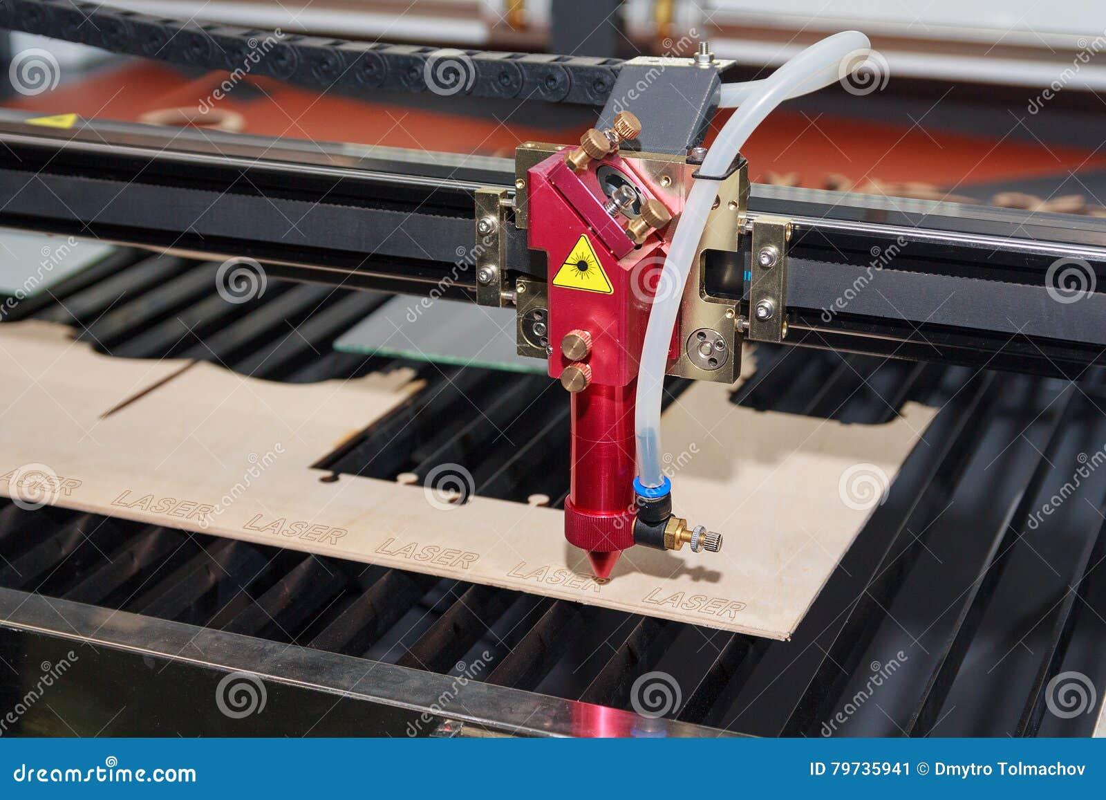 Máquina del laser para cortar y grabar la madera contrachapada
