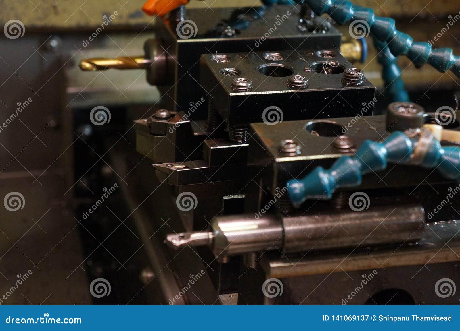 Máquina do torno do CNC e ferramentas de corte, inserções Olá! processo de manufatura da tecnologia