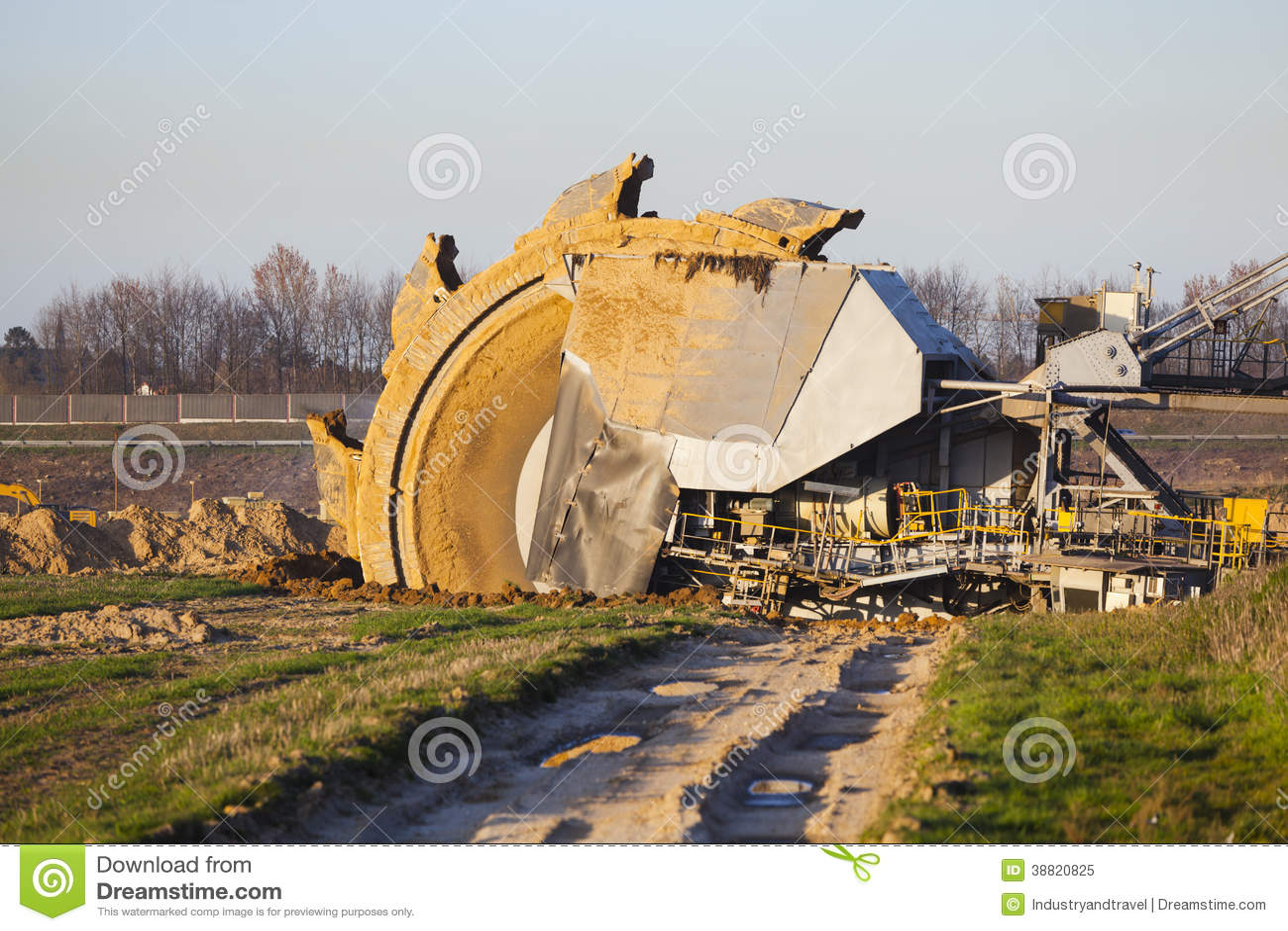 Máquina escavadora de roda de cubeta gigante