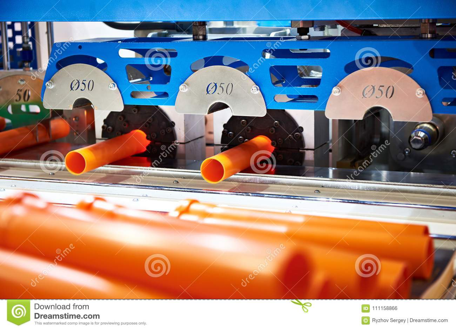 Máquina para a produção de tubulações plásticas