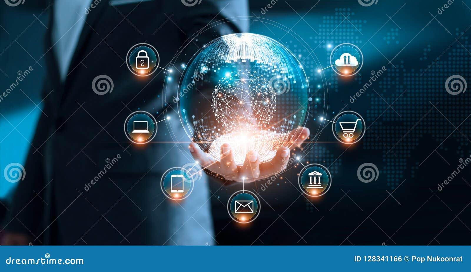 Márketing de Digitaces Hombre de negocios que lleva a cabo el interfaz global
