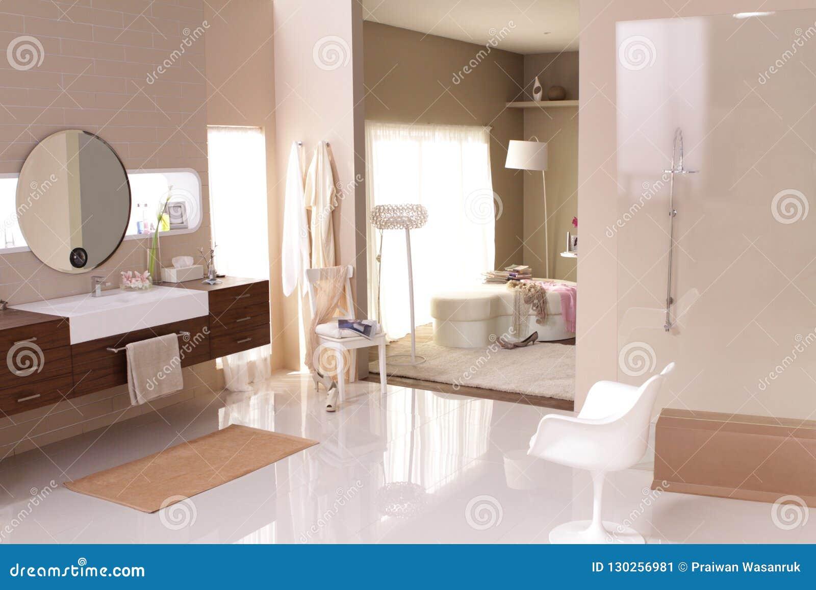 Más Allá De Un Cuarto De Baño De Lujo Es Un Dormitorio Imagen de ...