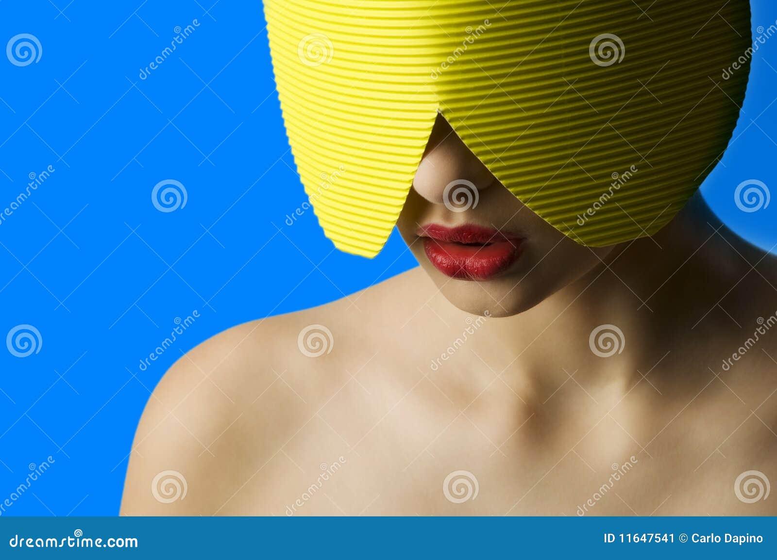 Máscara Amarilla De Los Labios Rojos Imagen de archivo - Imagen de ...