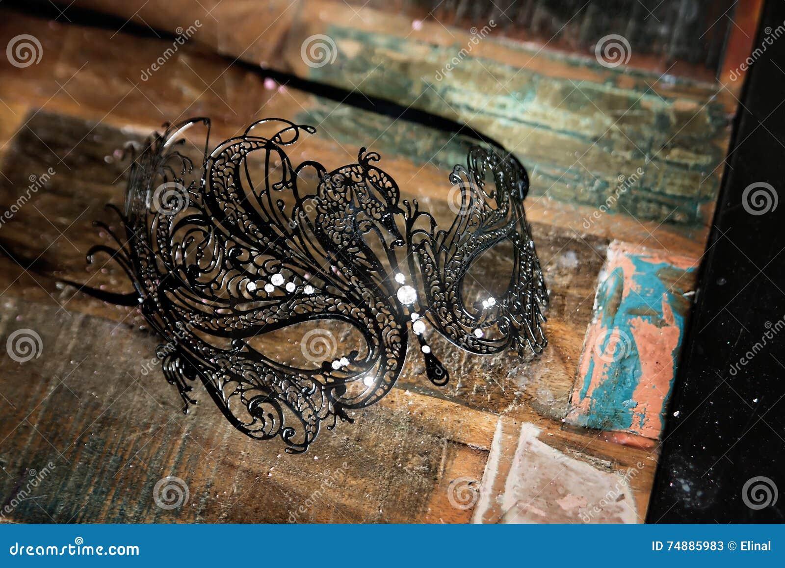 Máscara cinzelada metálica preta Venetian retro