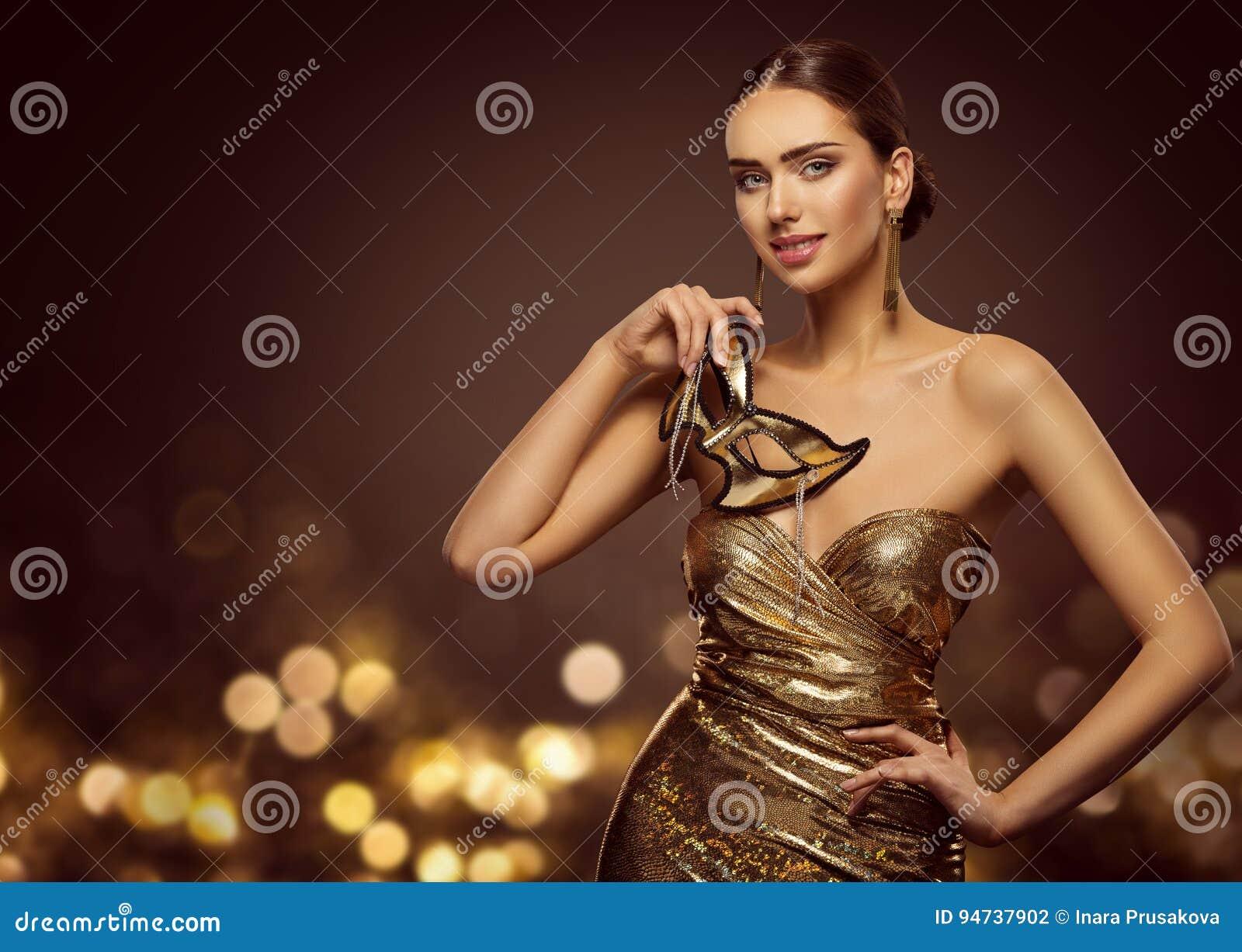 Máscara da mulher, modelo de forma Face com máscara dourada do carnaval, beleza